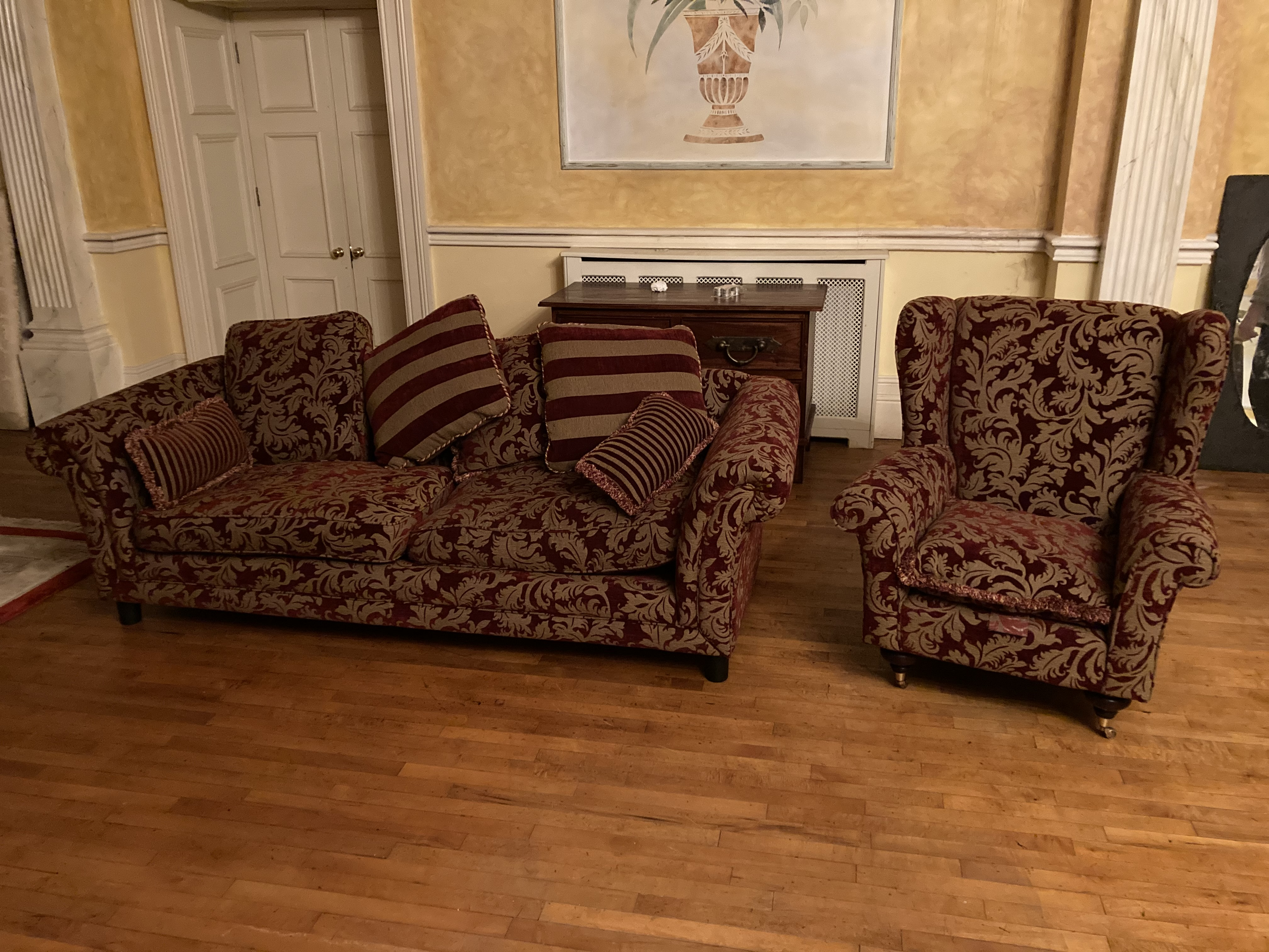 A very good modern Suite of Seat Furniture, comprising a four seater double cushion Settee with