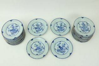 A very good set of 28 Chinese blue and white Plates,ÿ 18th Century, each decorated with flowers