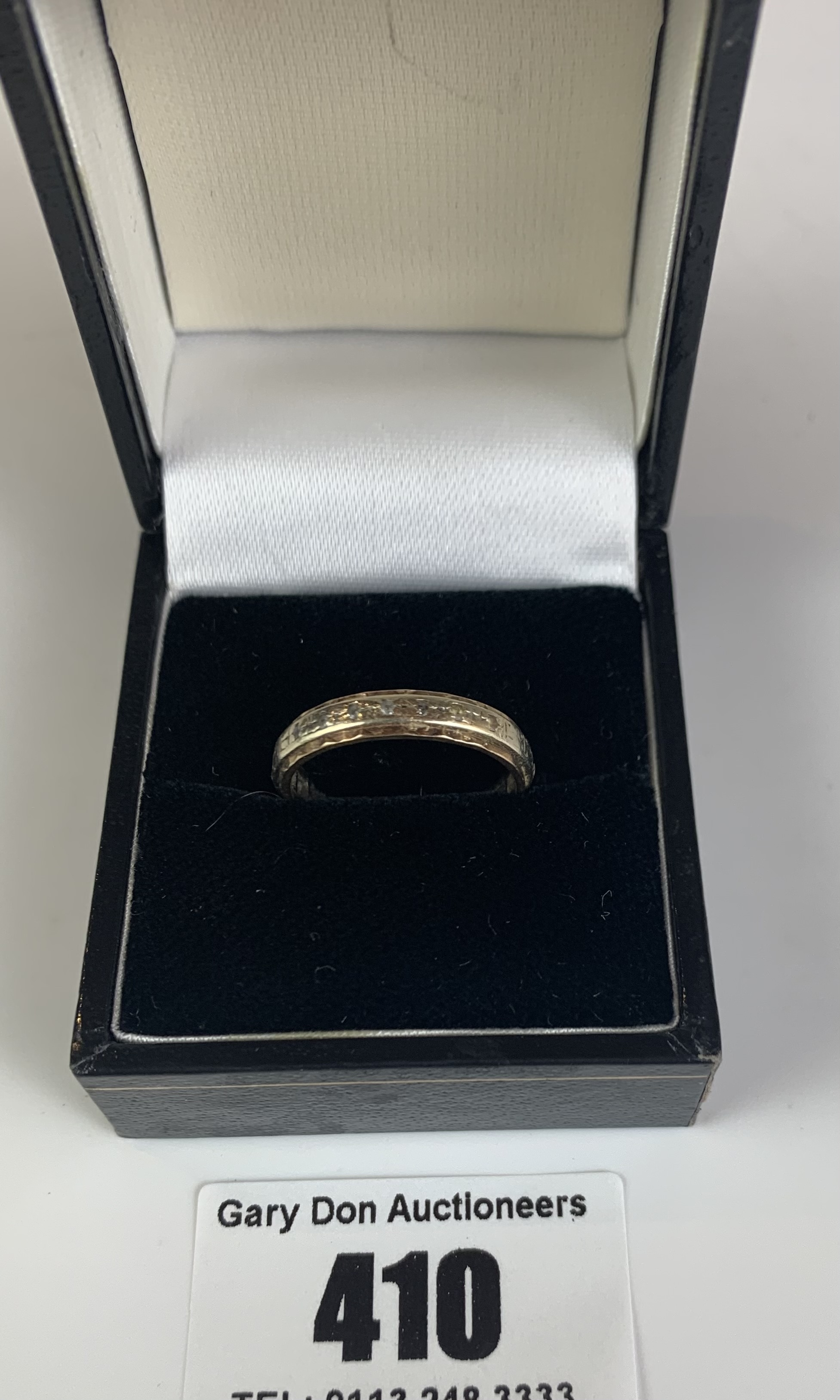 9k gold engraved ring, size N, w: 2.3 gms - Image 2 of 6