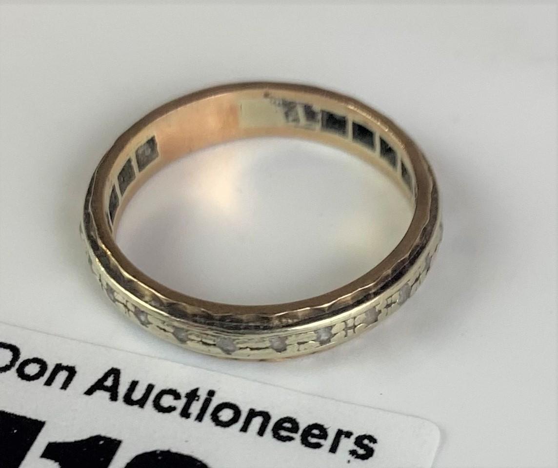 9k gold engraved ring, size N, w: 2.3 gms - Image 5 of 6