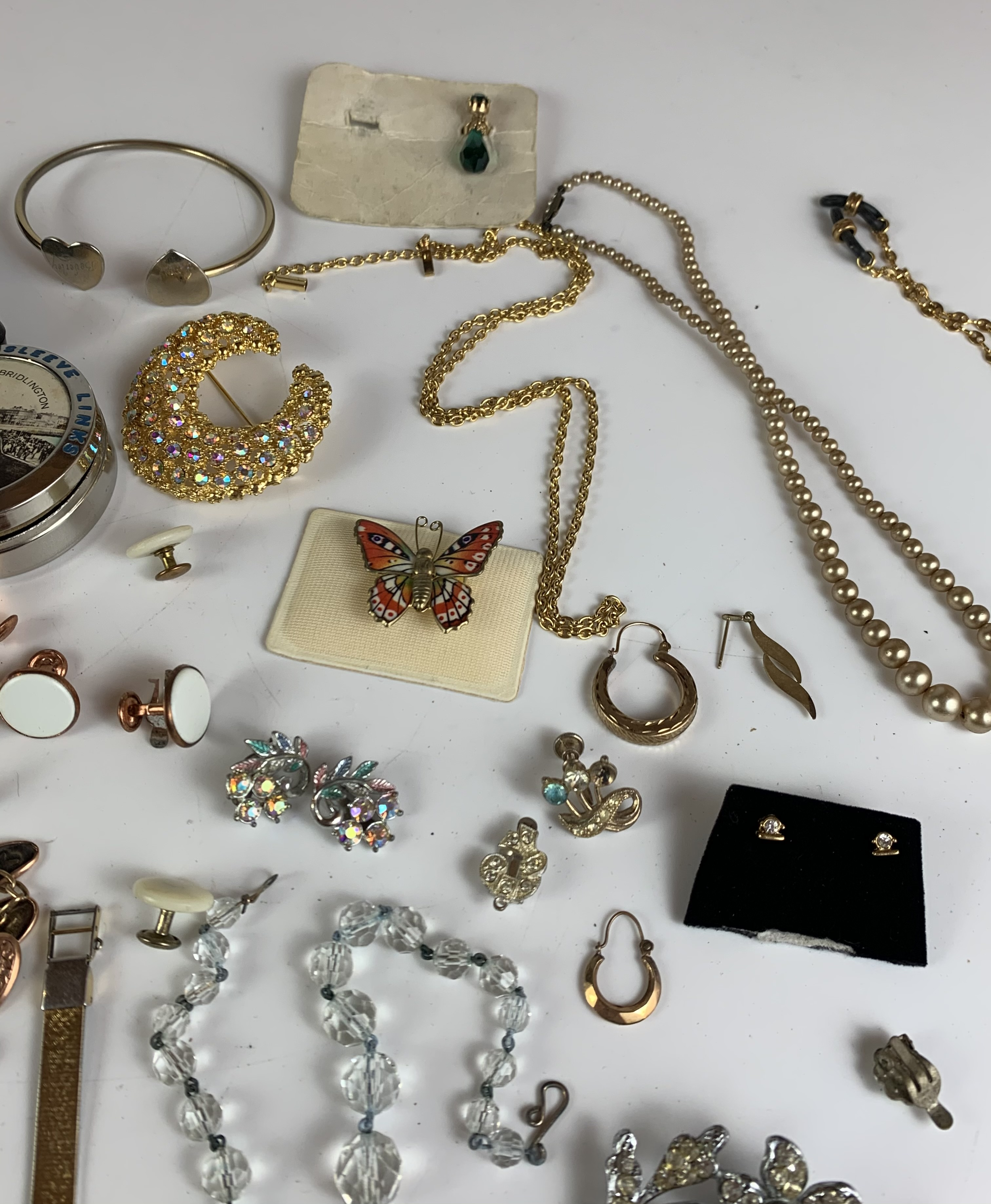 Large bag of assorted dress jewellery including necklaces, bracelets, brooches, earrings etc. - Image 11 of 11