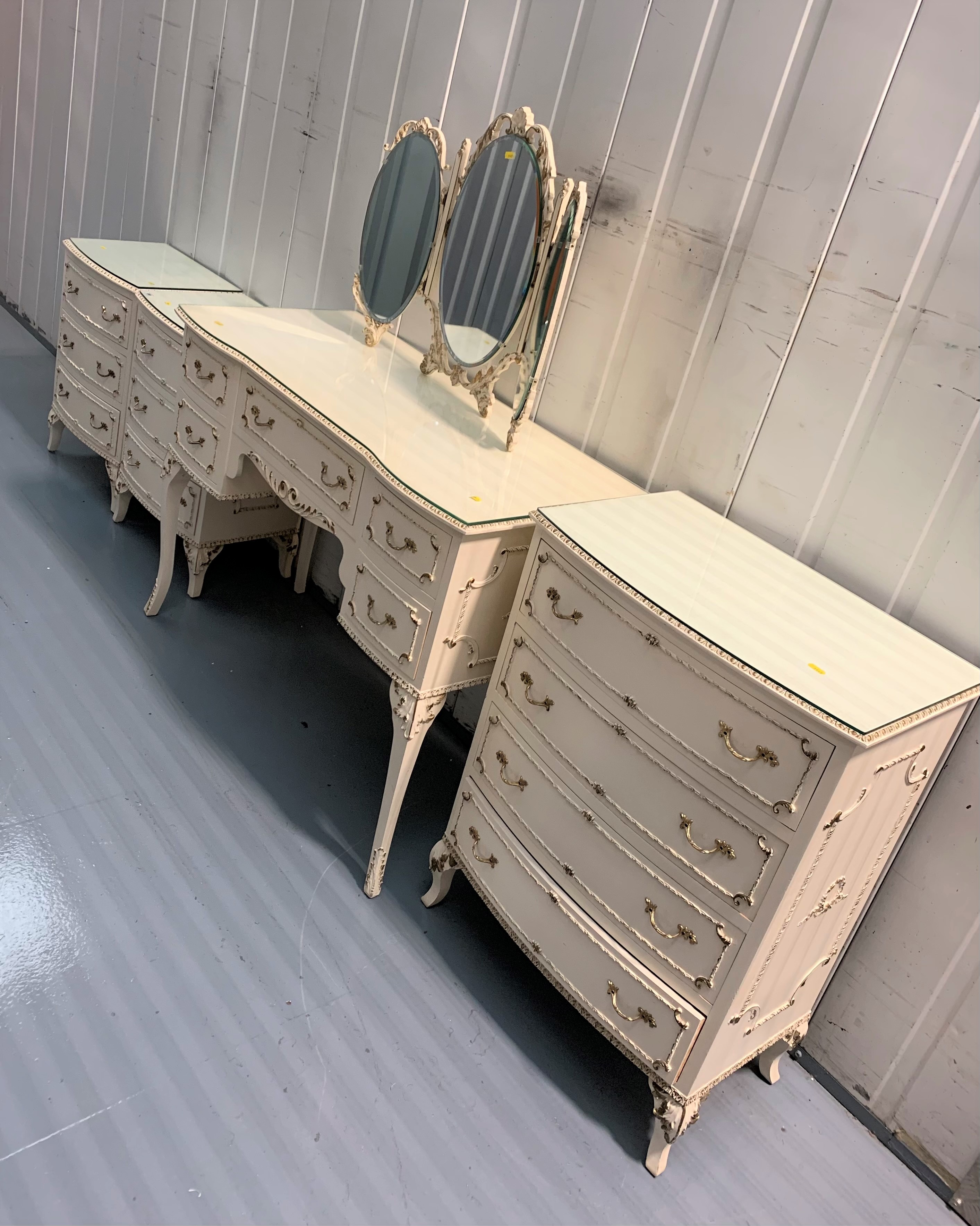 French style white 5 piece bedroom suite – dressing table, triple mirror, chest of drawers, 2 - Image 2 of 10