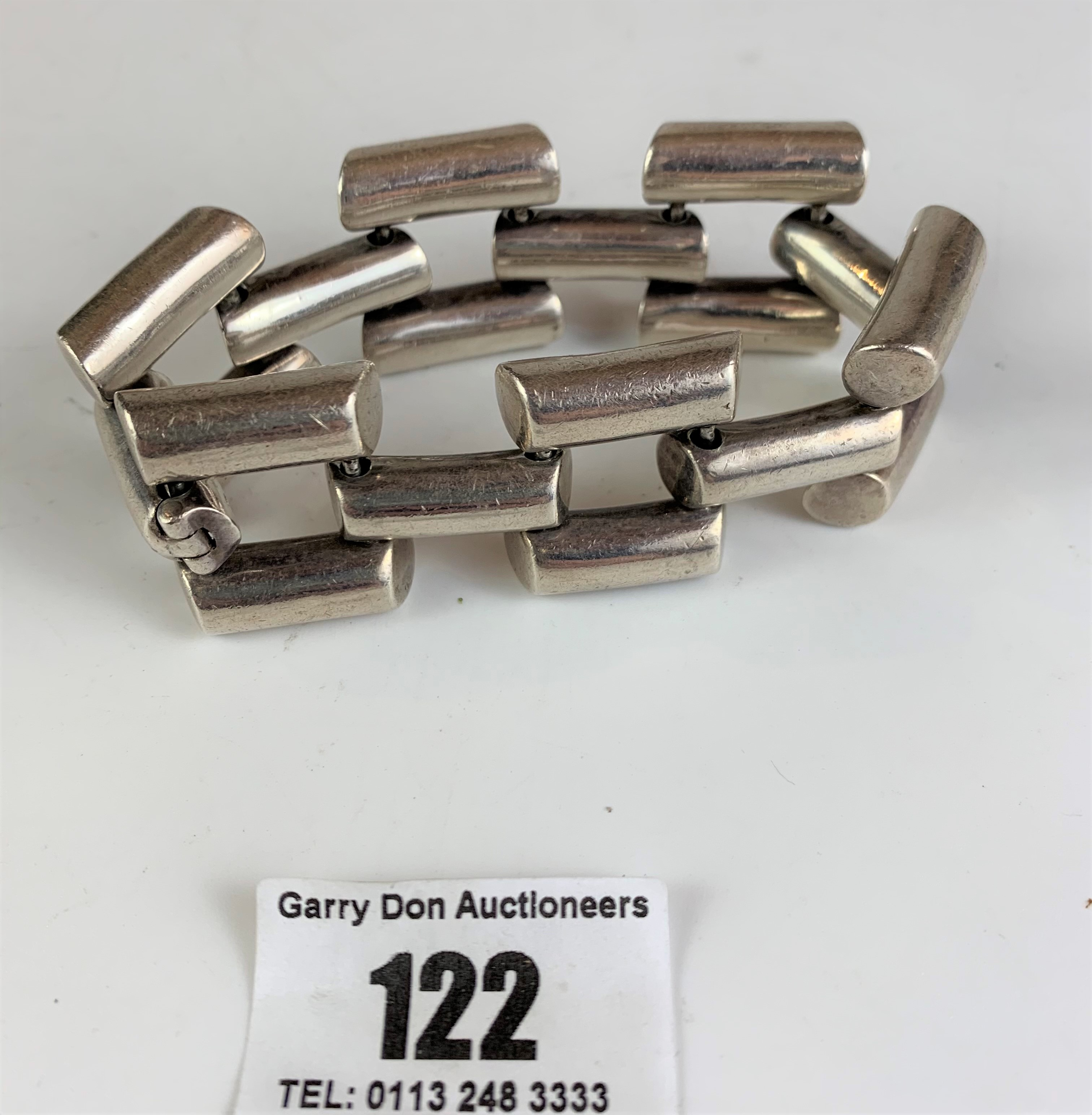 Unusual chain style silver bracelet, w: 4 ozt