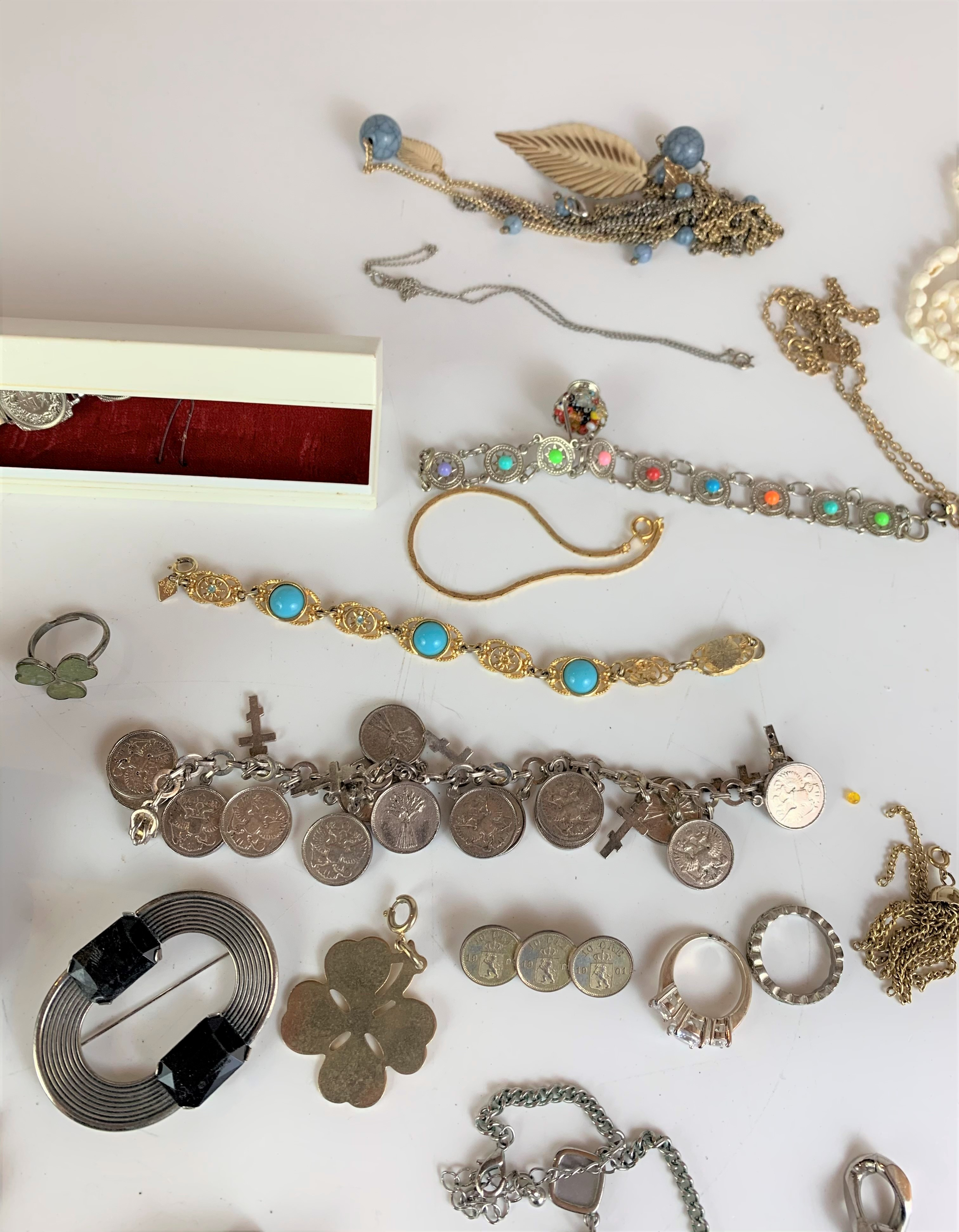 Large bag of assorted dress jewellery including watches, necklaces, bracelets, brooches etc. - Image 10 of 10