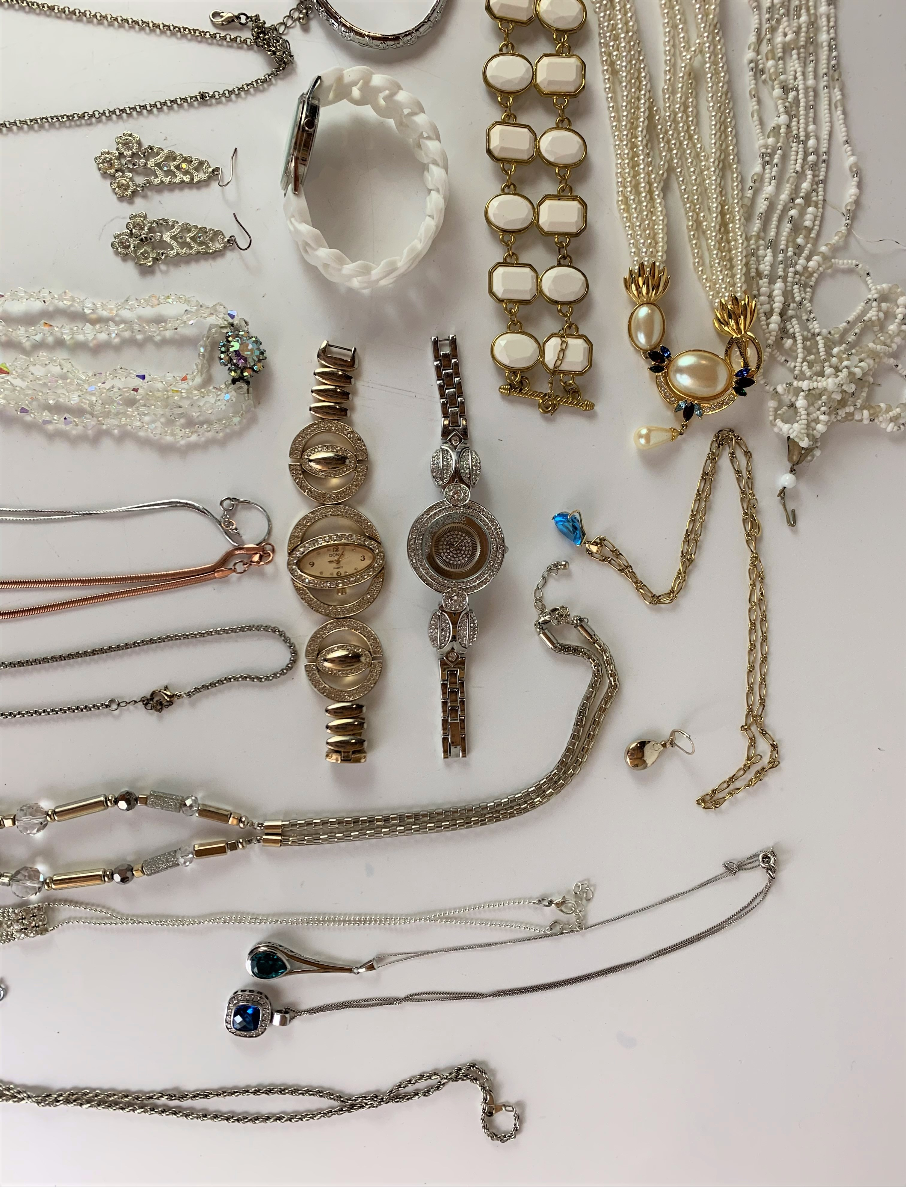 Large bag of assorted dress jewellery including necklaces, bracelets, earrings, etc. - Image 5 of 6