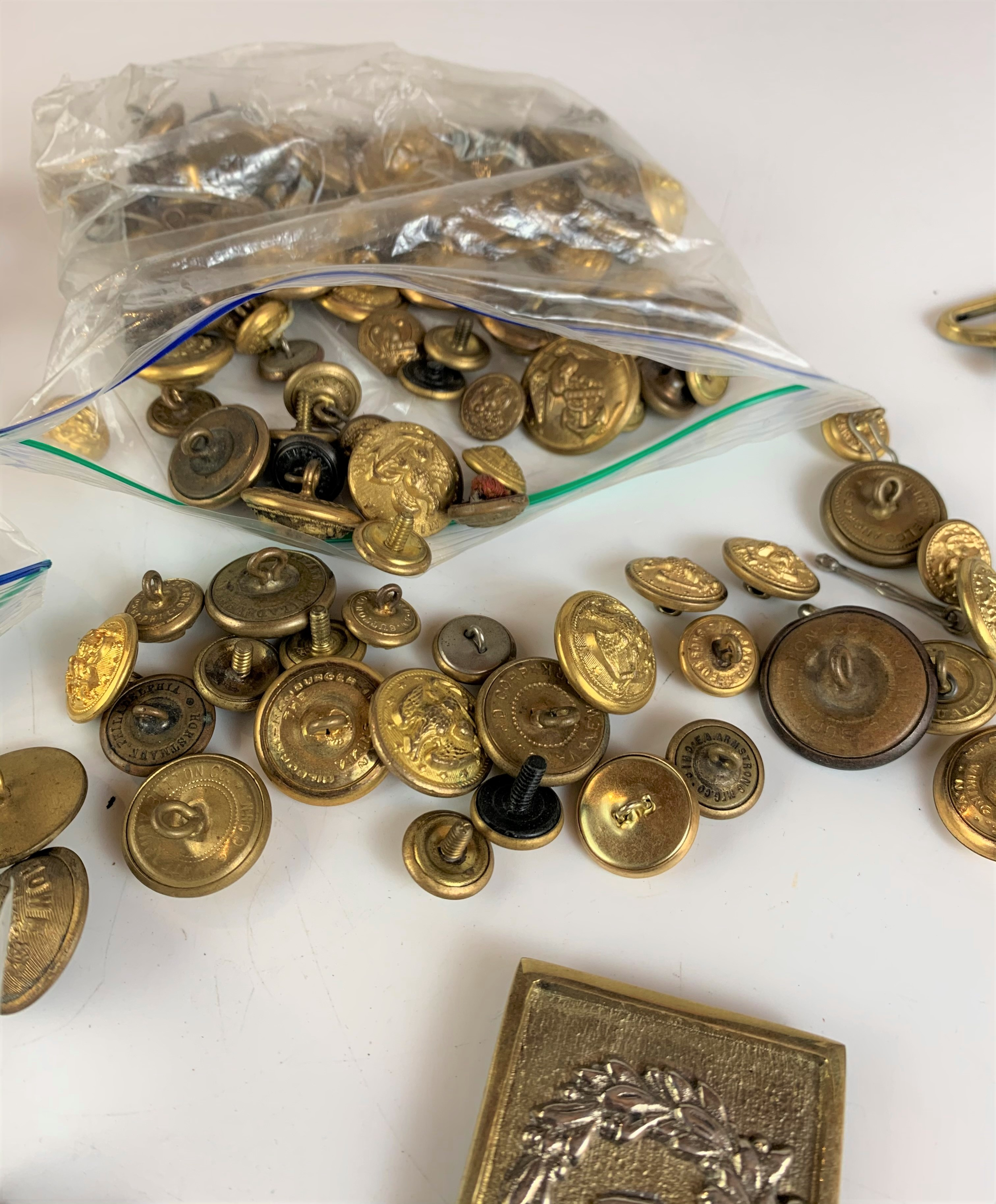 Large bag of assorted brass buttons and belt buckles - Image 4 of 6