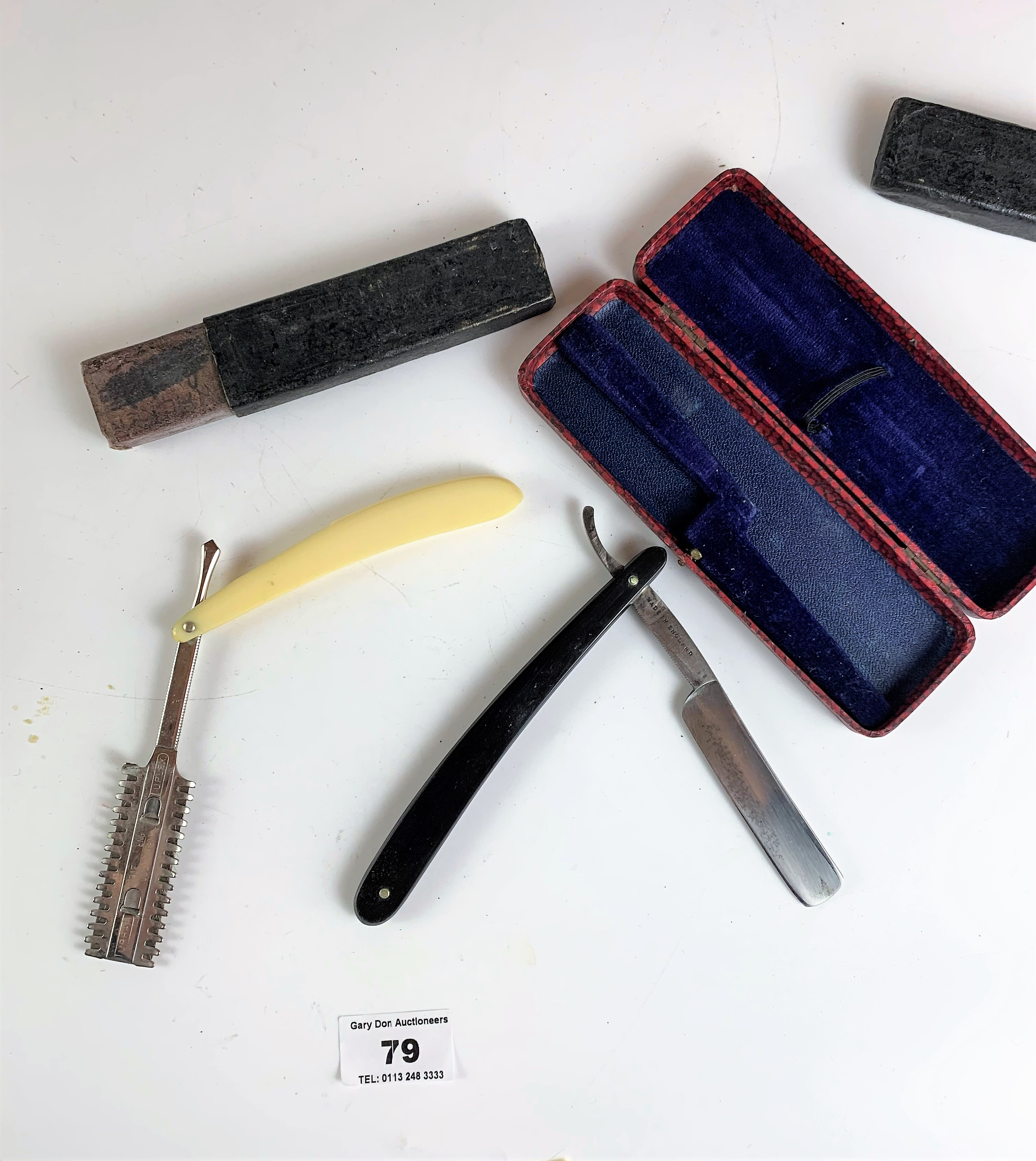 Assorted vintage razors and figure toilet soap - Image 5 of 6
