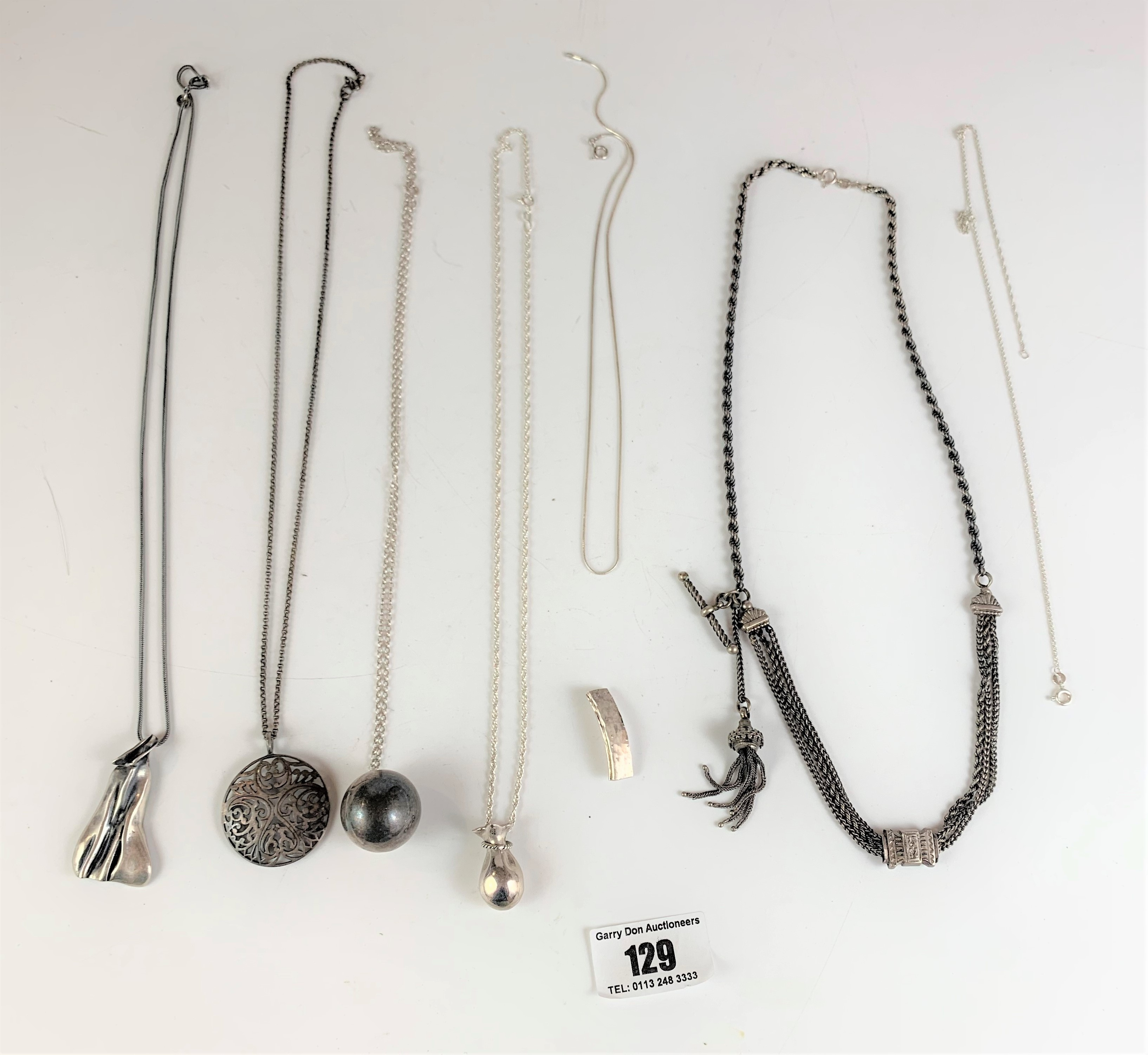 7 assorted silver necklaces and pendants, total w: 2.4 ozt