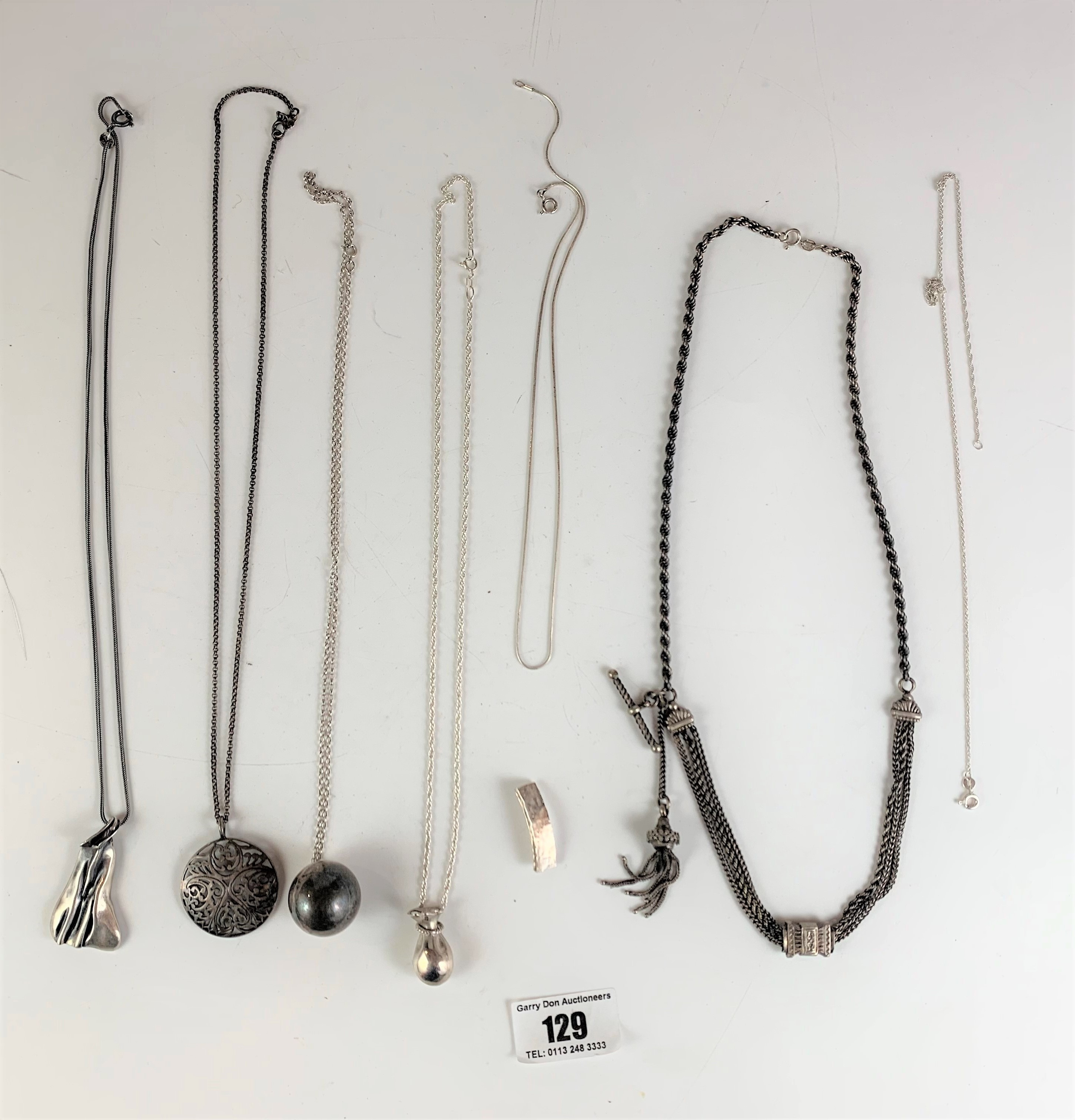 7 assorted silver necklaces and pendants, total w: 2.4 ozt - Image 2 of 6