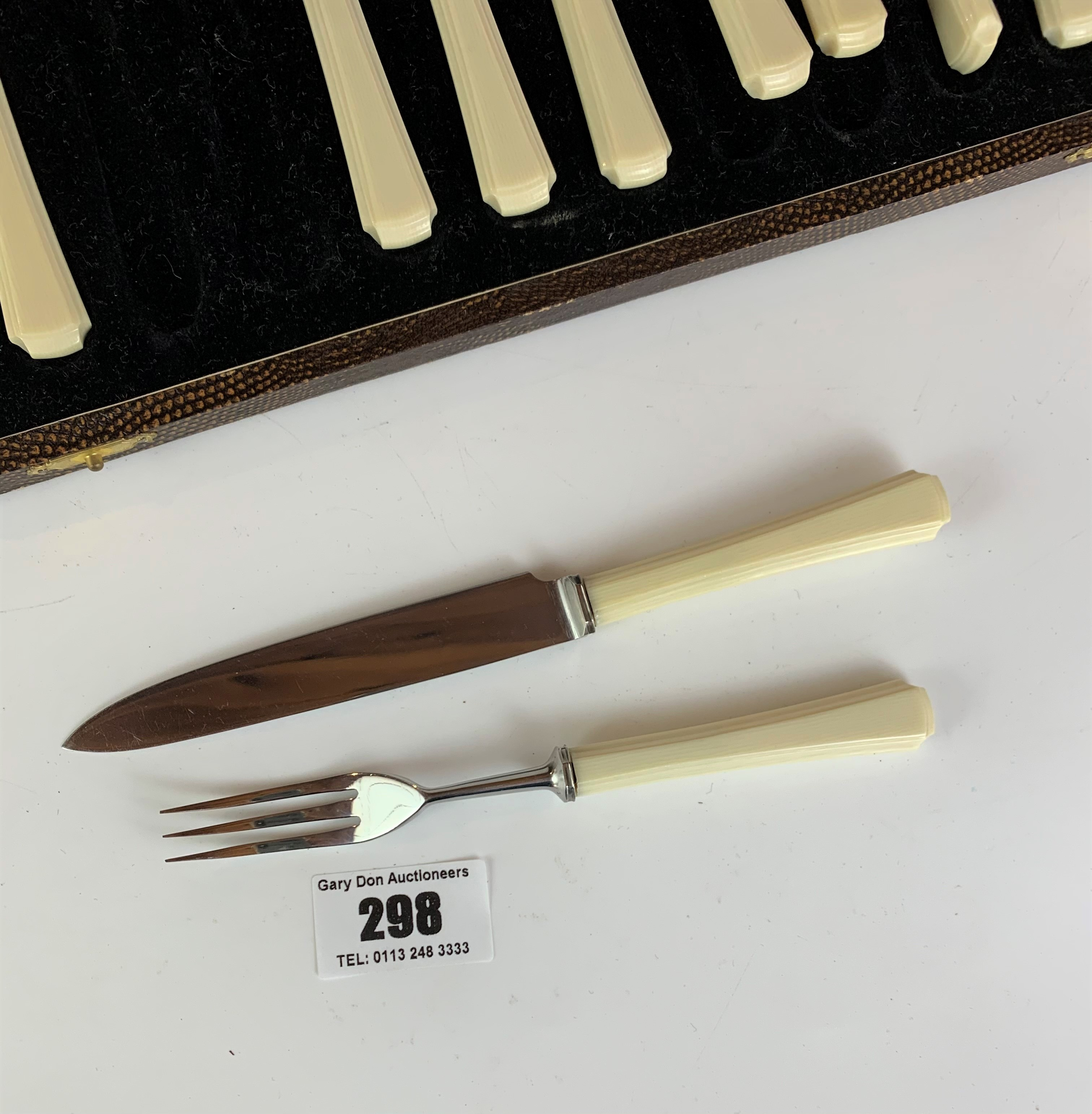 Cased set of 6 stainless steel and cream handled cake knives and forks - Image 6 of 6