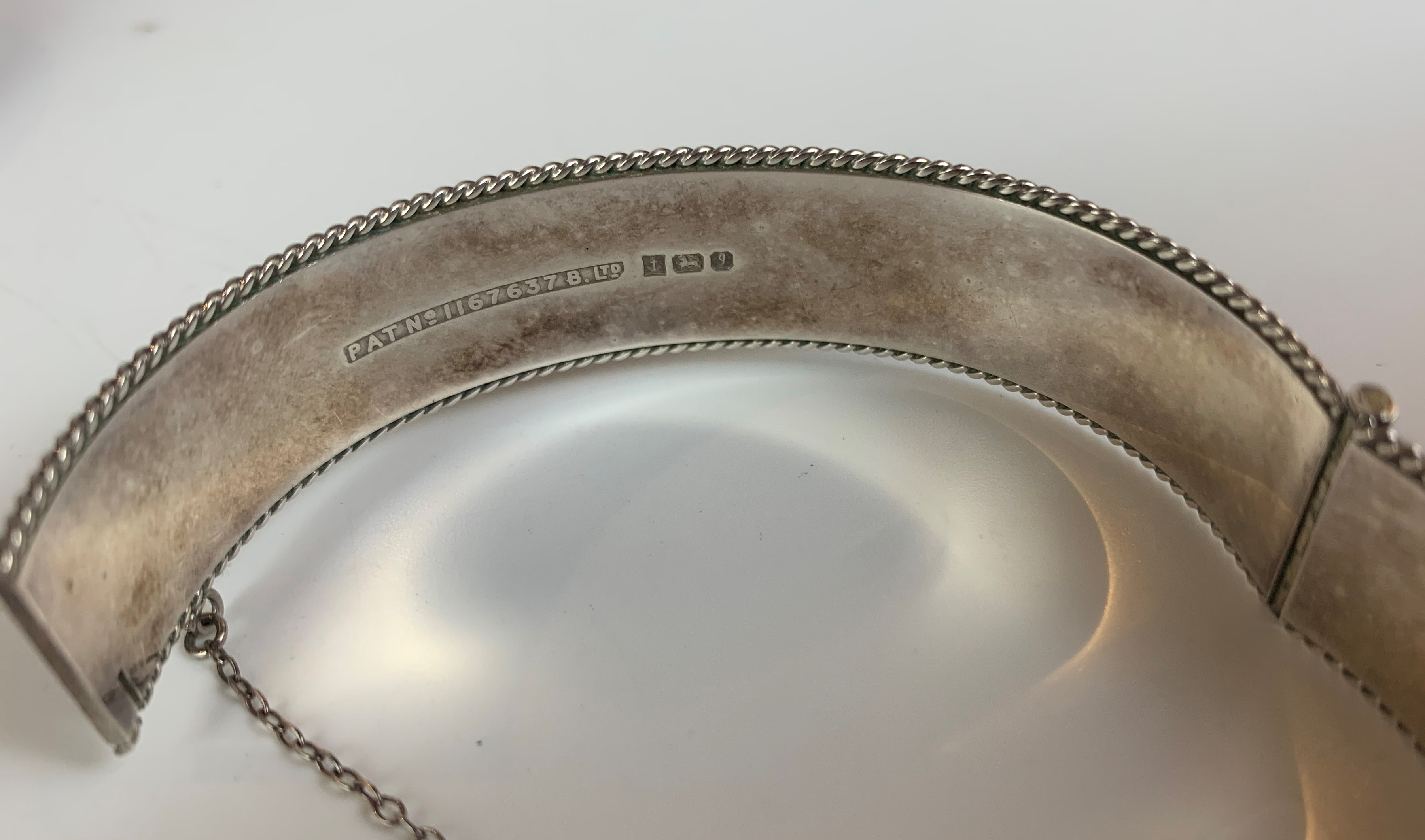 2 silver engraved bangles, total w: 1.5 ozt - Image 5 of 7