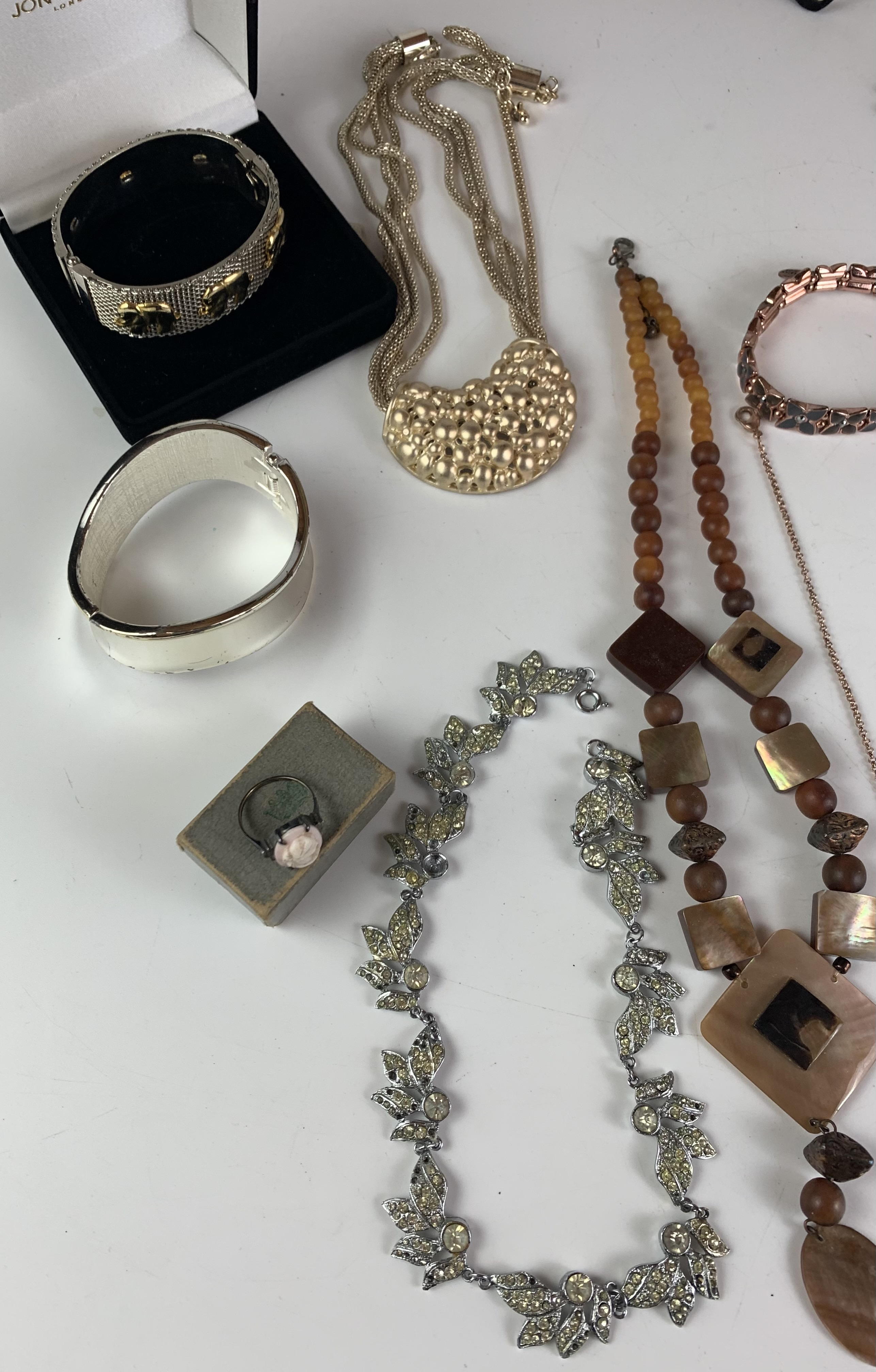 Large bag of assorted dress jewellery including necklaces, bracelets and rings - Image 3 of 6
