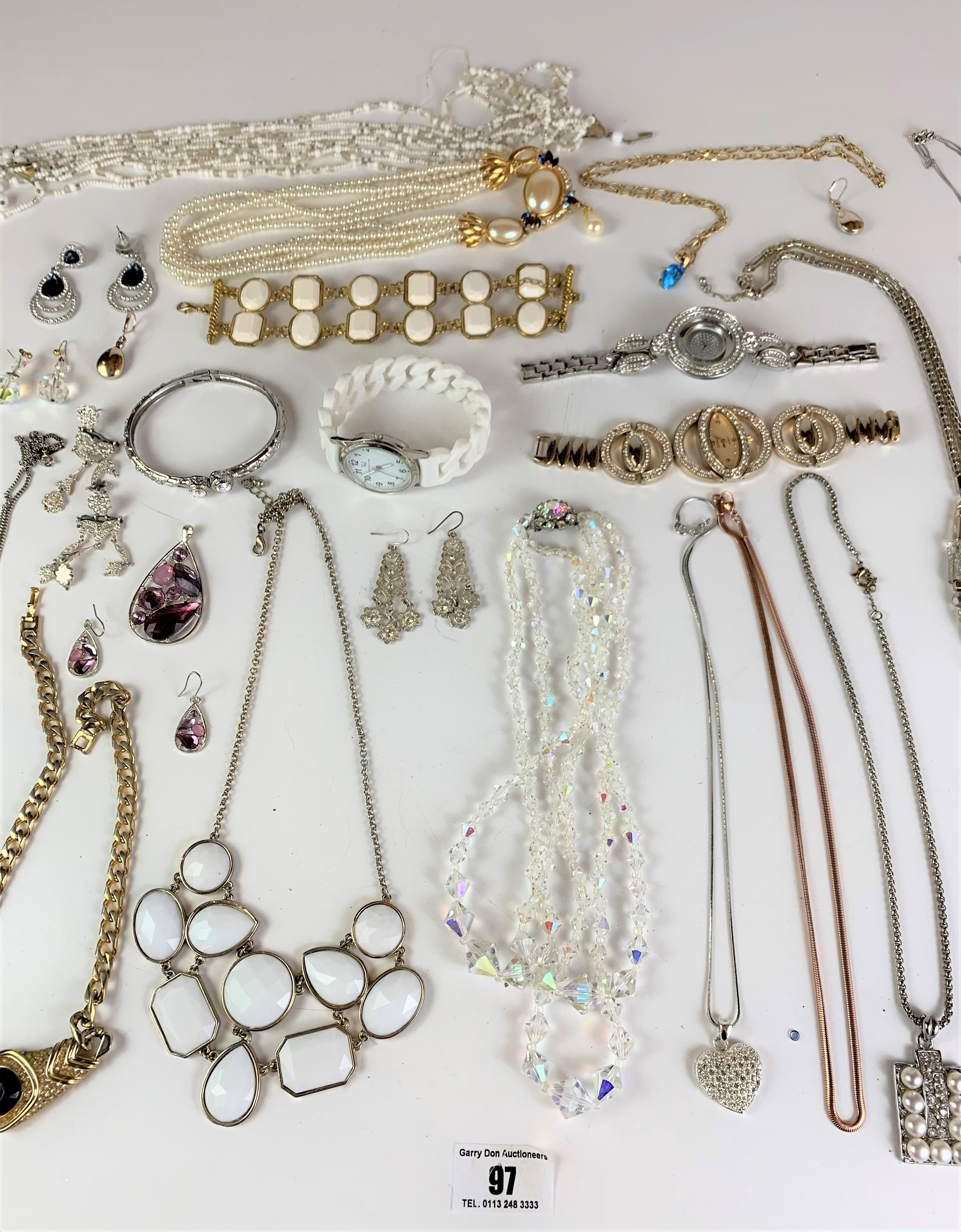 Large bag of assorted dress jewellery including necklaces, bracelets, earrings, etc. - Image 3 of 6