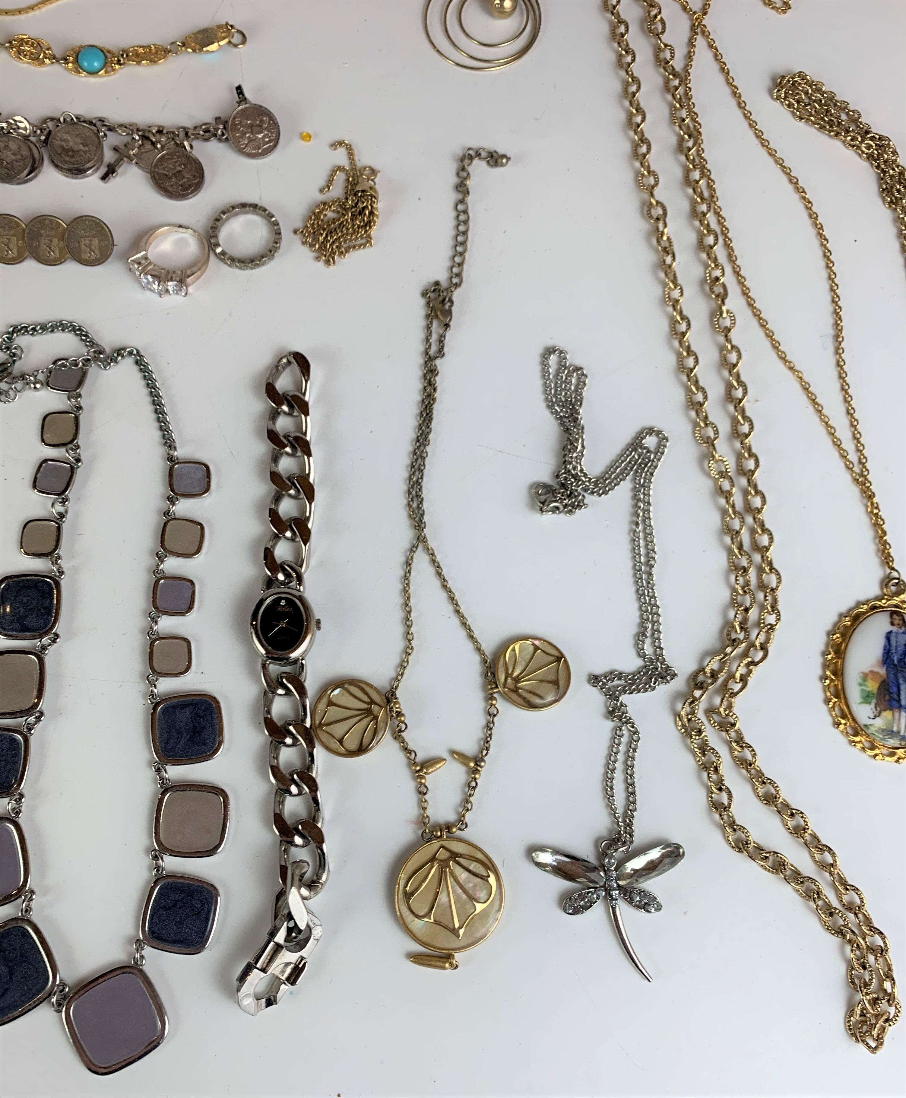Large bag of assorted dress jewellery including watches, necklaces, bracelets, brooches etc. - Image 7 of 10