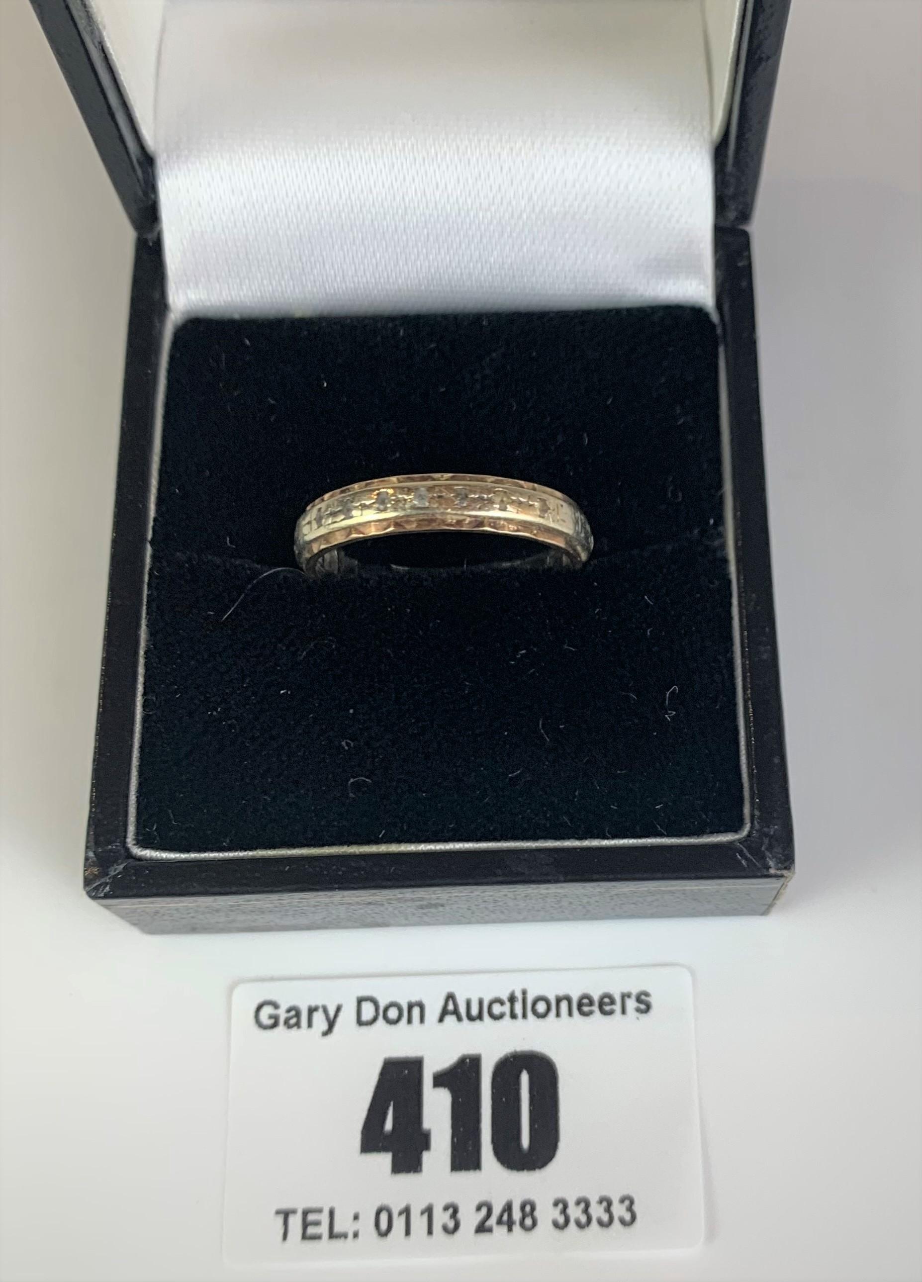 9k gold engraved ring, size N, w: 2.3 gms - Image 3 of 6