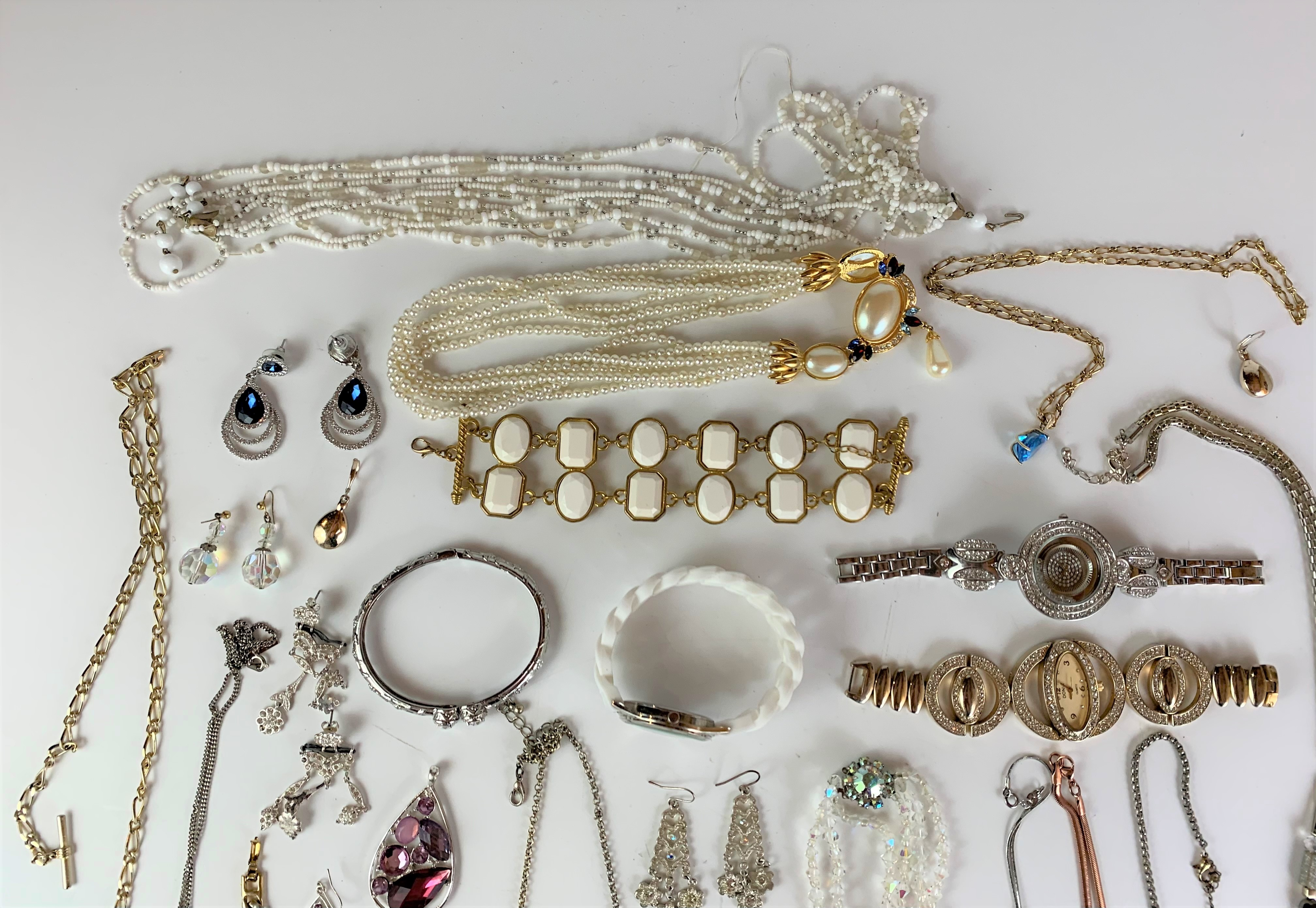 Large bag of assorted dress jewellery including necklaces, bracelets, earrings, etc. - Image 6 of 6