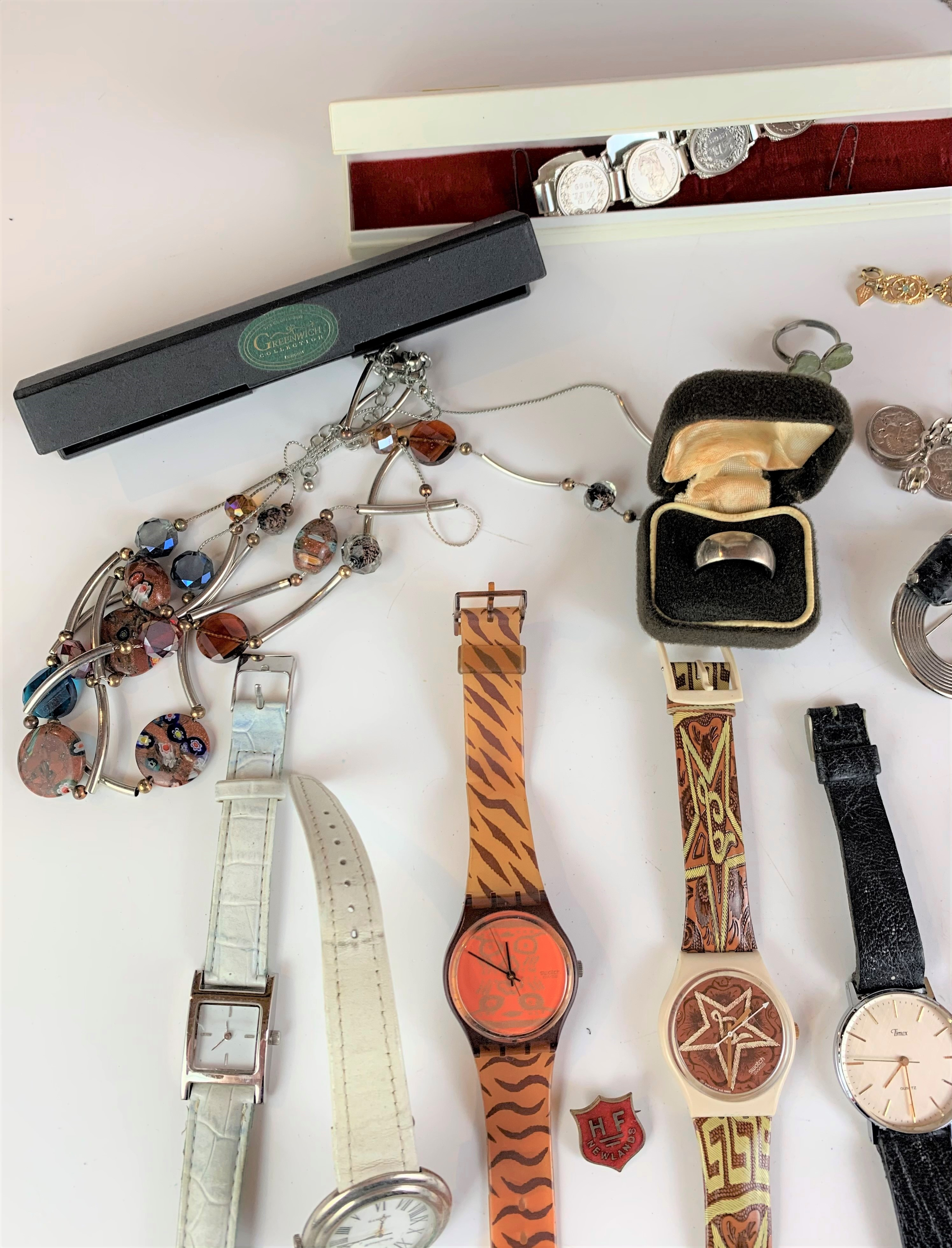 Large bag of assorted dress jewellery including watches, necklaces, bracelets, brooches etc. - Image 4 of 10