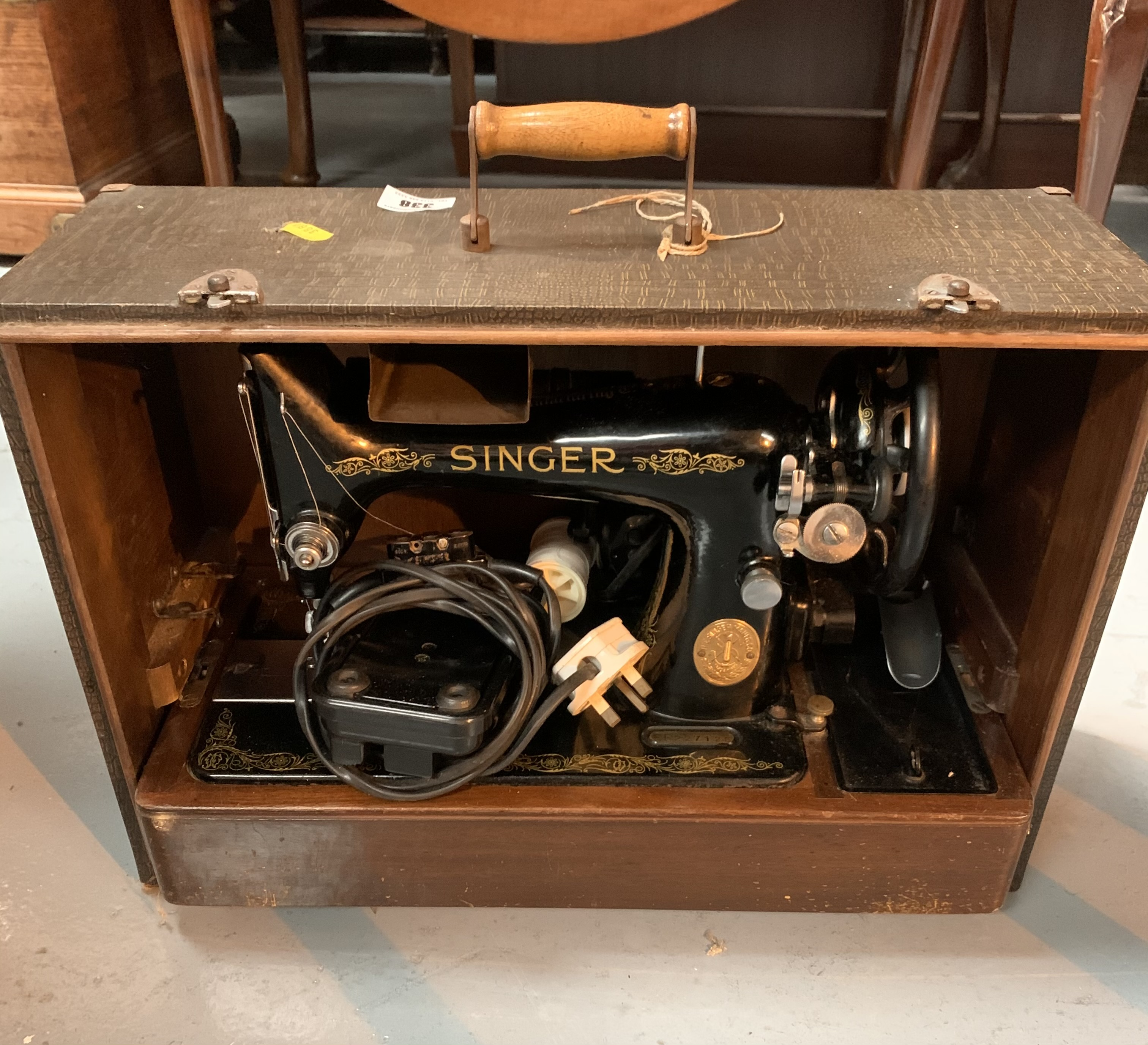 Singer sewing machine in case with accessories - Image 2 of 4