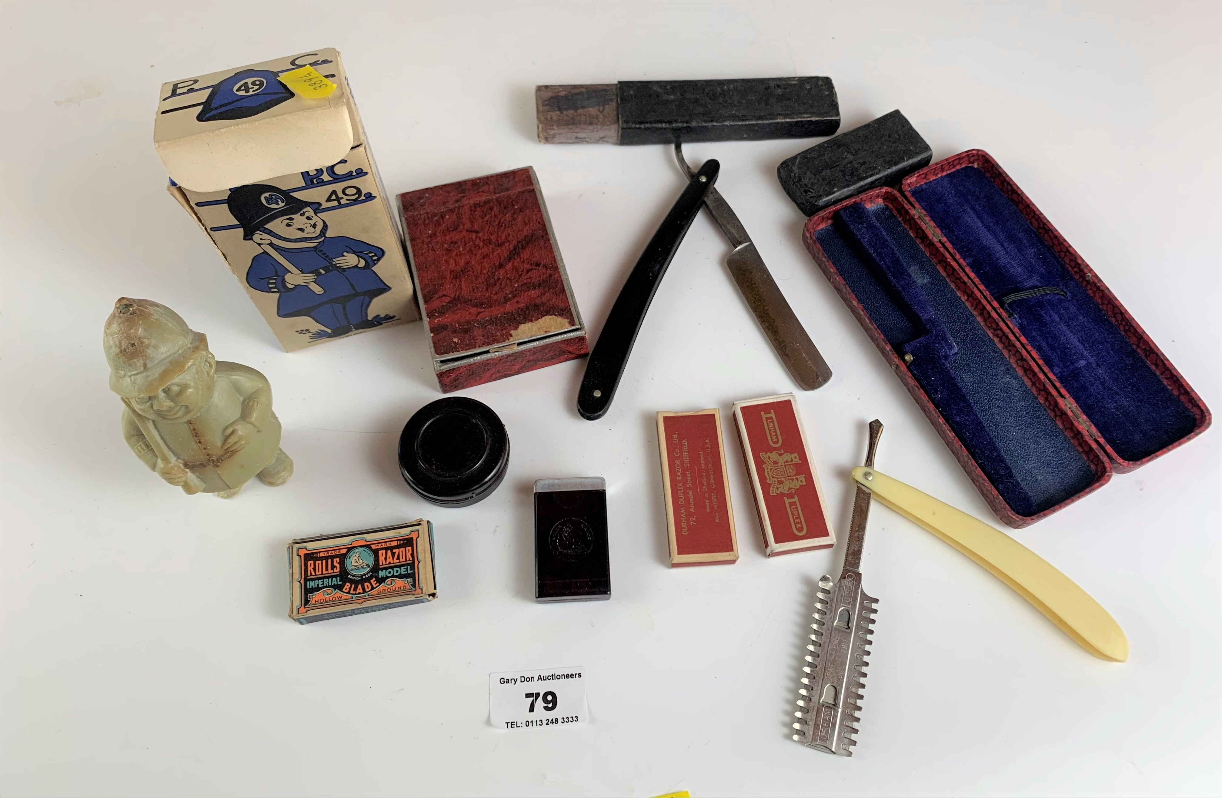 Assorted vintage razors and figure toilet soap - Image 2 of 6