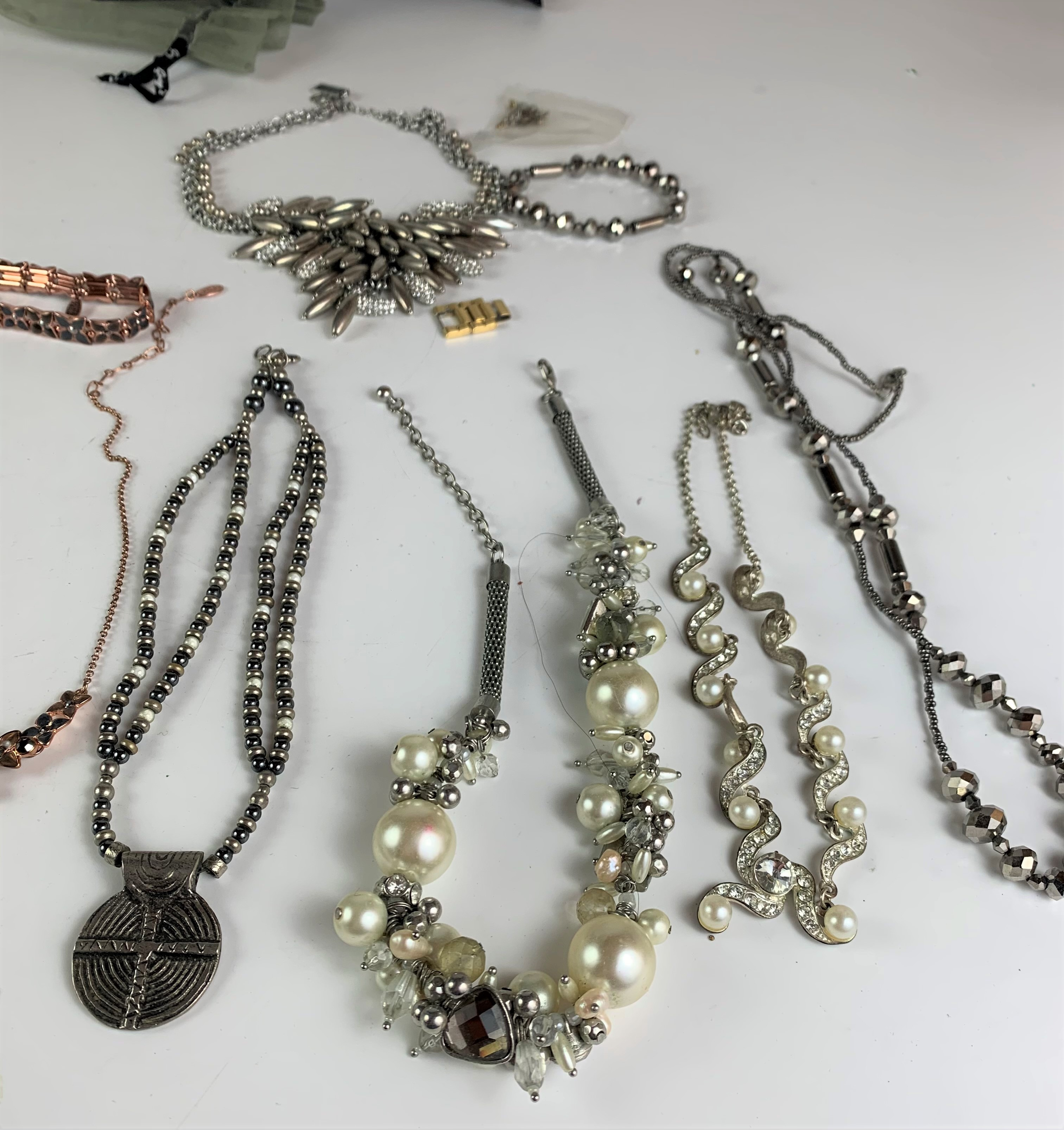 Large bag of assorted dress jewellery including necklaces, bracelets and rings - Image 5 of 6