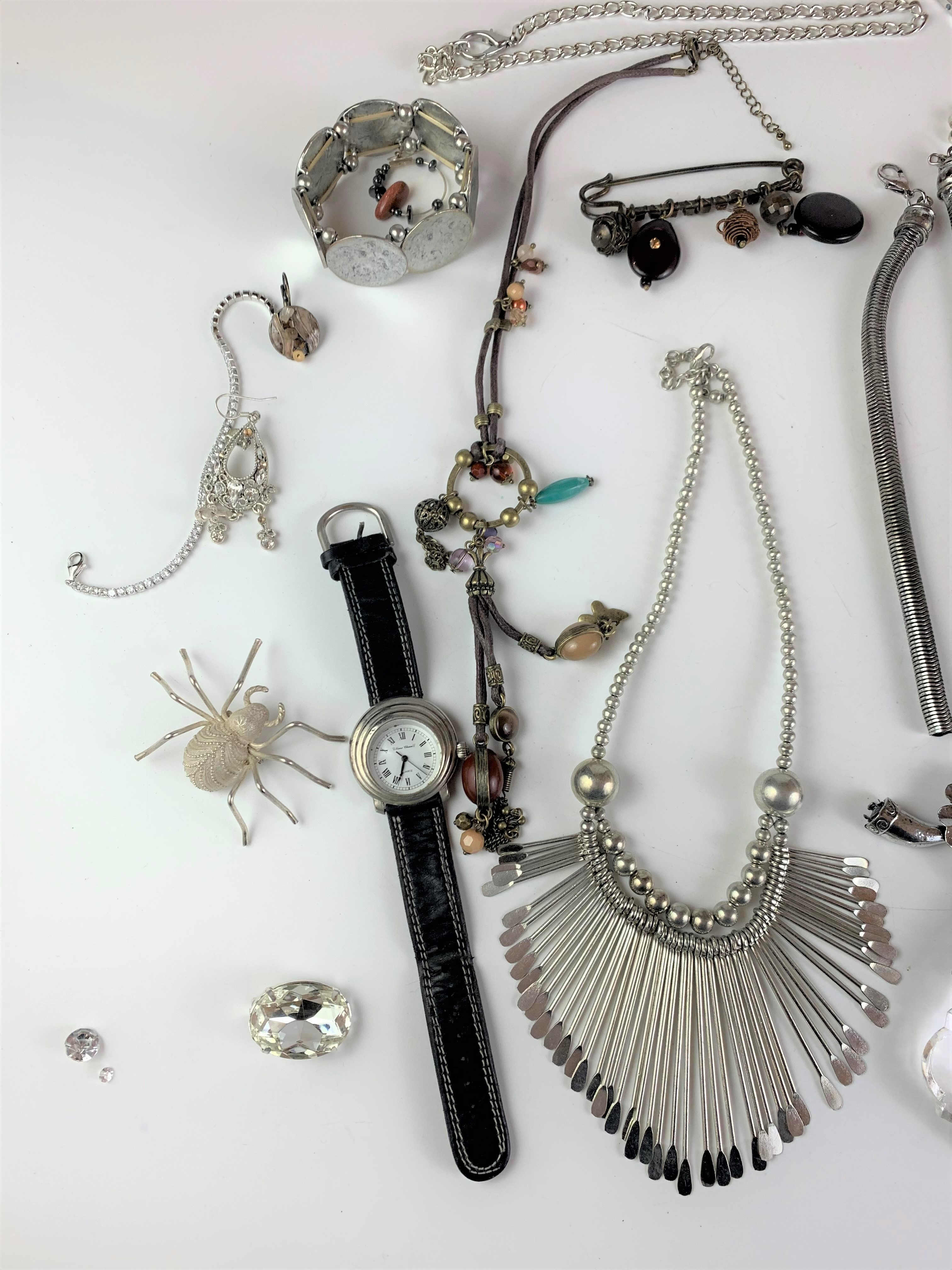 Large bag of assorted dress jewellery including necklaces, bracelets, watch, brooches etc. - Image 3 of 7