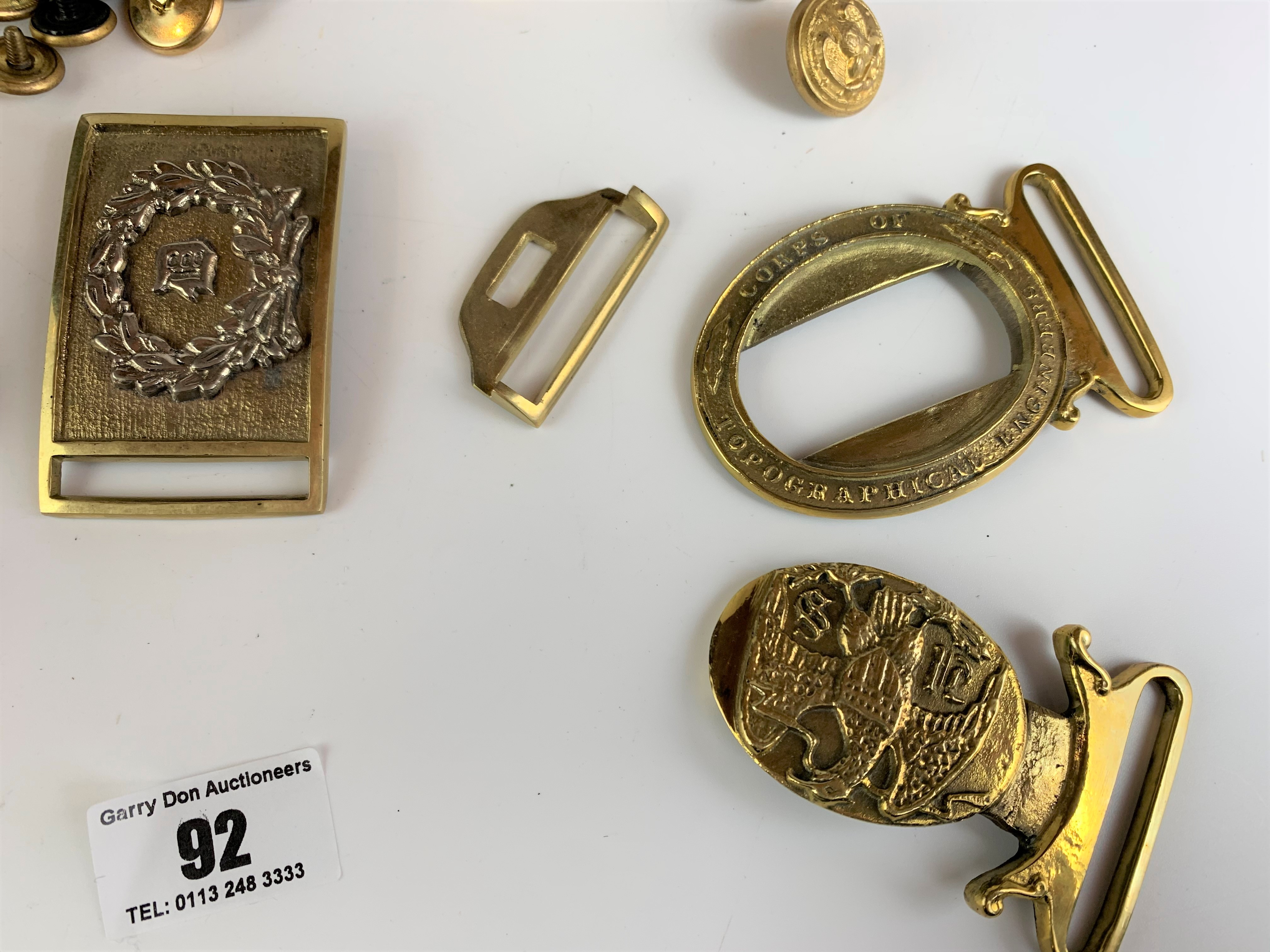 Large bag of assorted brass buttons and belt buckles - Image 5 of 6