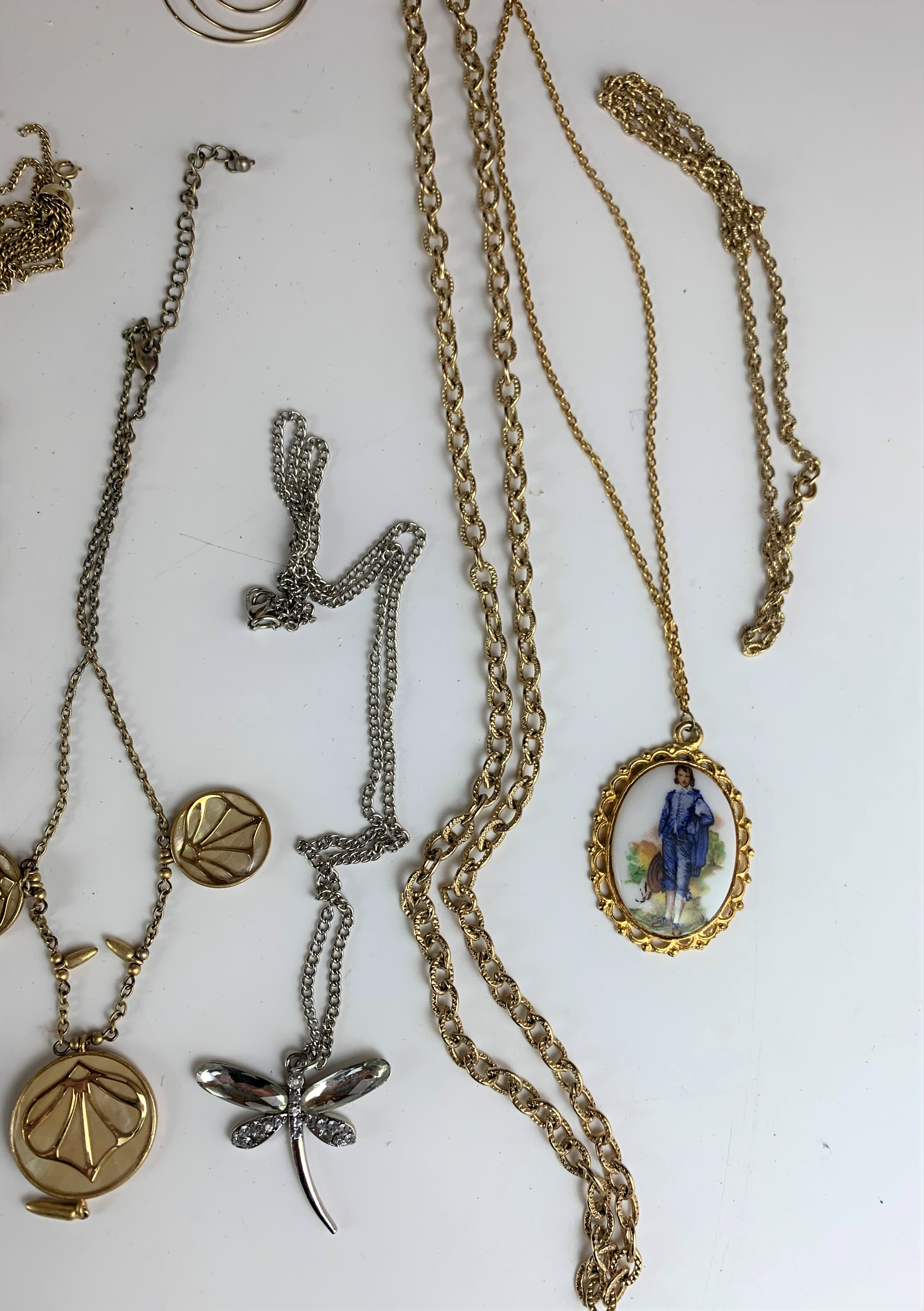 Large bag of assorted dress jewellery including watches, necklaces, bracelets, brooches etc. - Image 8 of 10