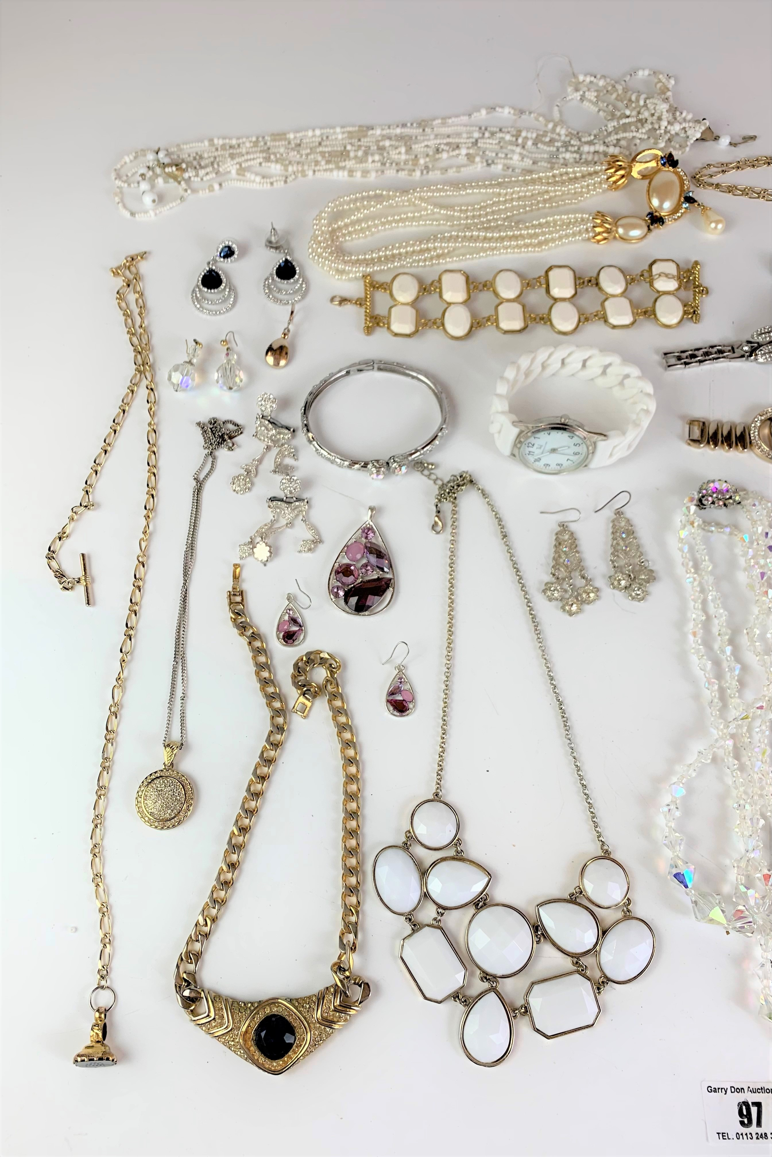 Large bag of assorted dress jewellery including necklaces, bracelets, earrings, etc. - Image 2 of 6