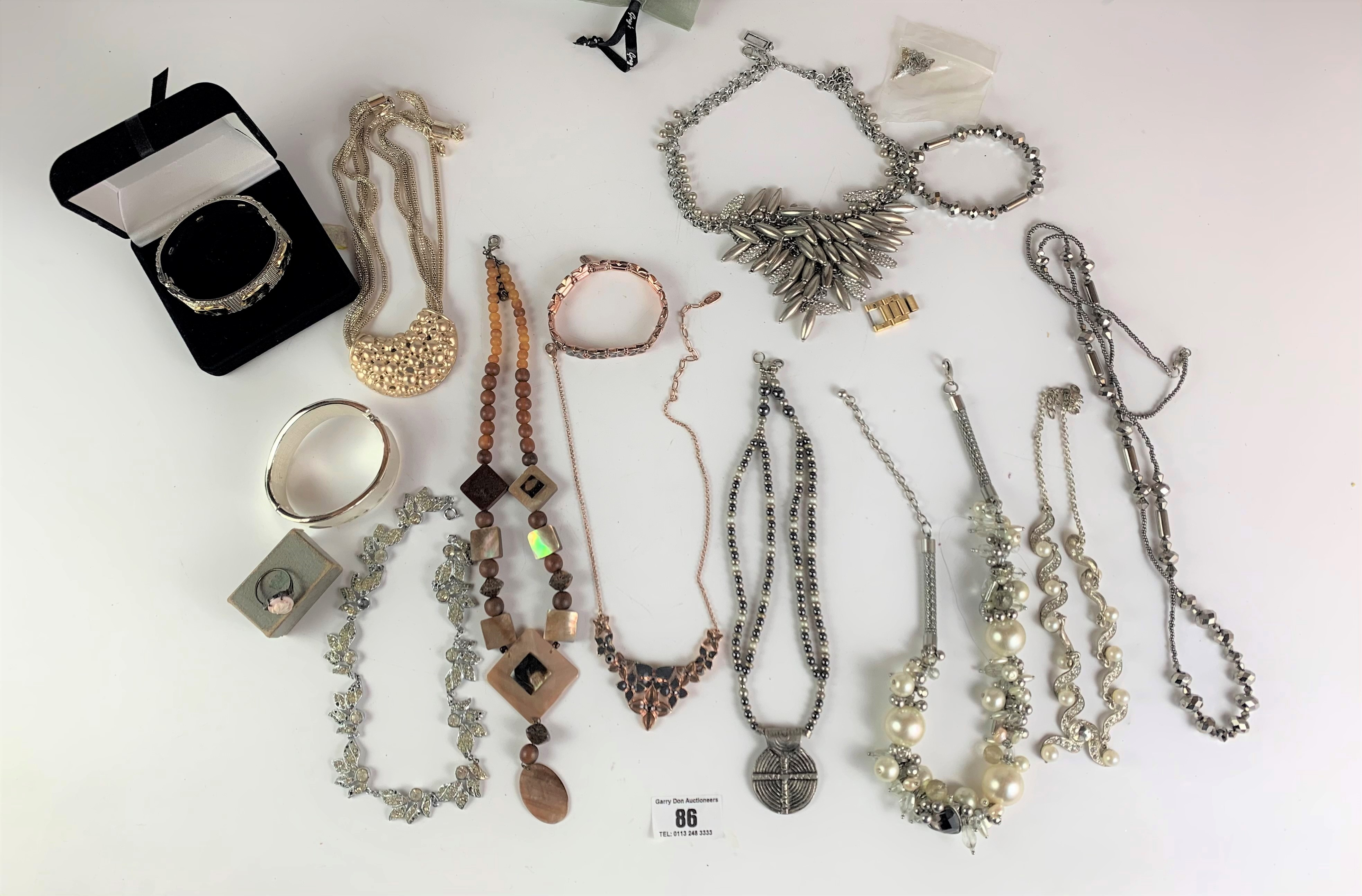 Large bag of assorted dress jewellery including necklaces, bracelets and rings