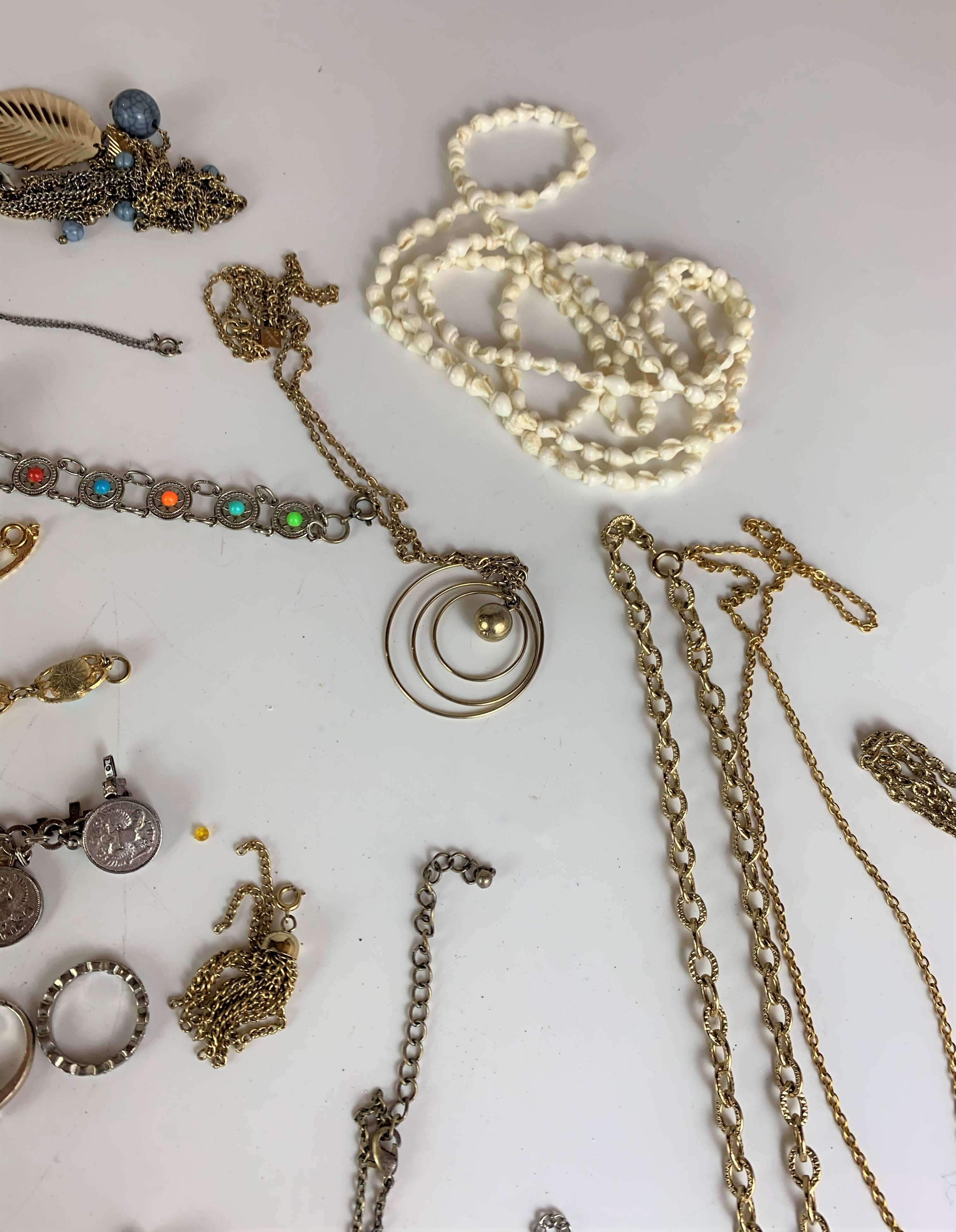 Large bag of assorted dress jewellery including watches, necklaces, bracelets, brooches etc. - Image 9 of 10