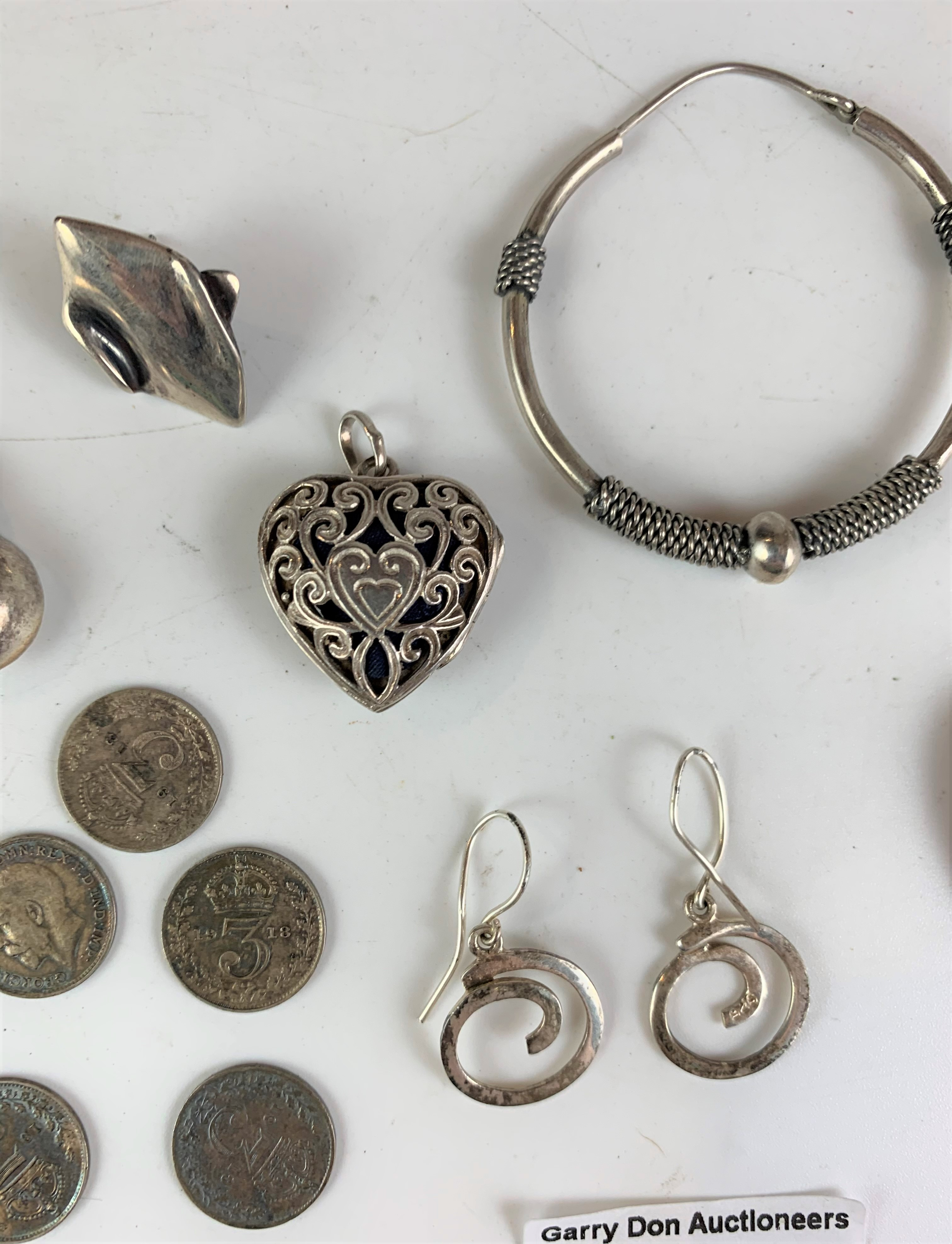Assorted silver jewellery and coins, total w: 1.3 ozt - Image 4 of 5