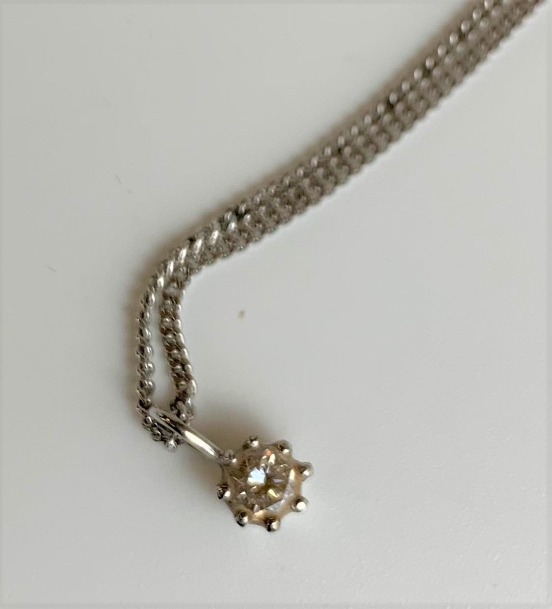 """18k white gold necklace and diamond solitaire pendant, length of chain 16"""", total w: 3.8 gms - Image 3 of 5"""