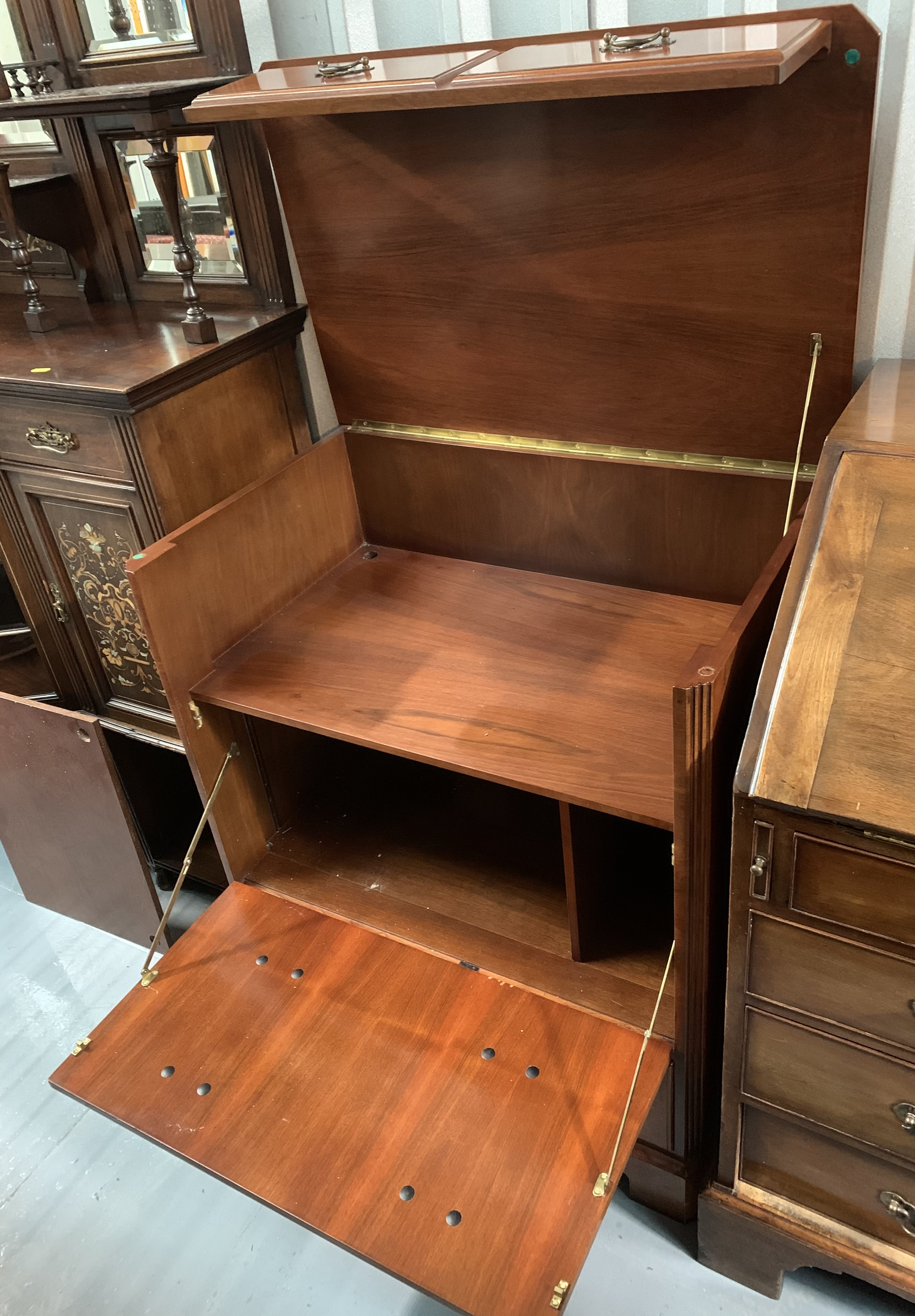 """Reproduction hifi cabinet. 35"""" high, 30"""" wide, 19"""" depth - Image 6 of 7"""