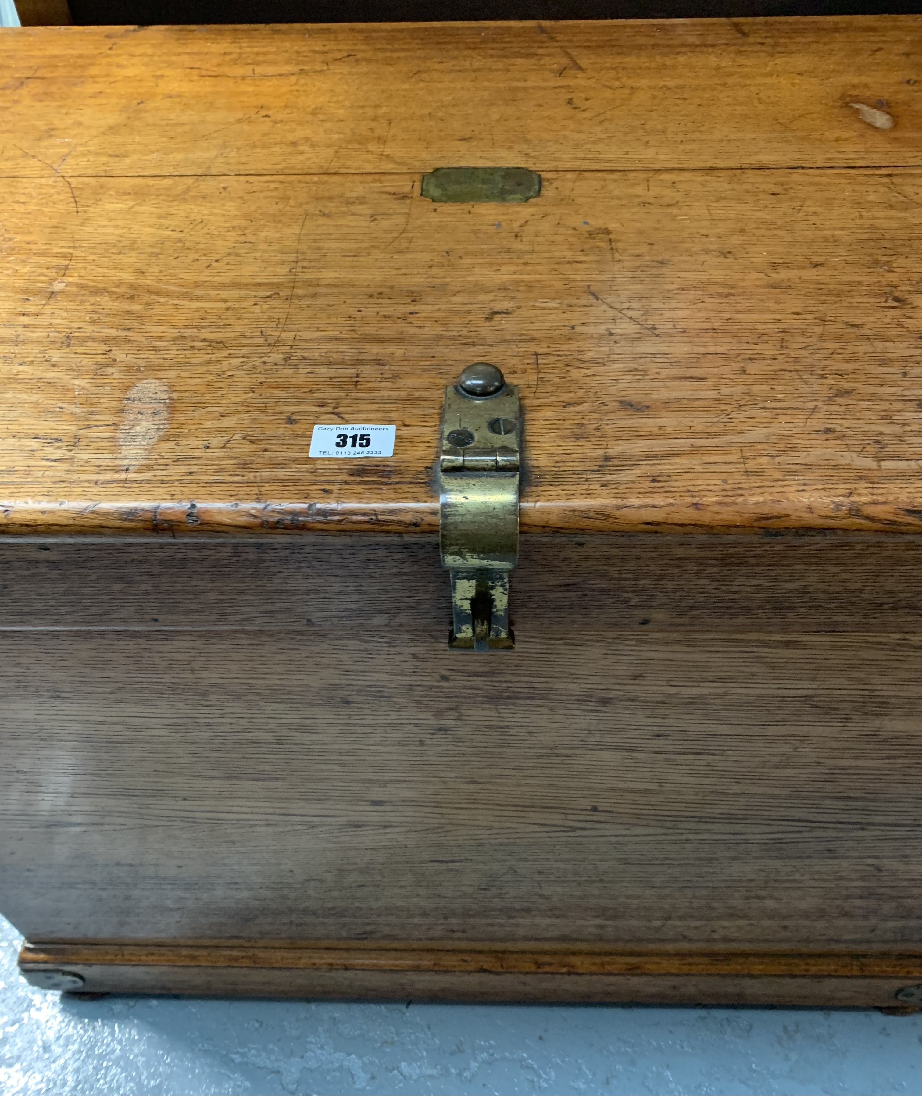 """Oak blanket box with brass hinges, lock, handles and plaque. 24"""" high, 32"""" wide, 20"""" deep - Image 2 of 5"""
