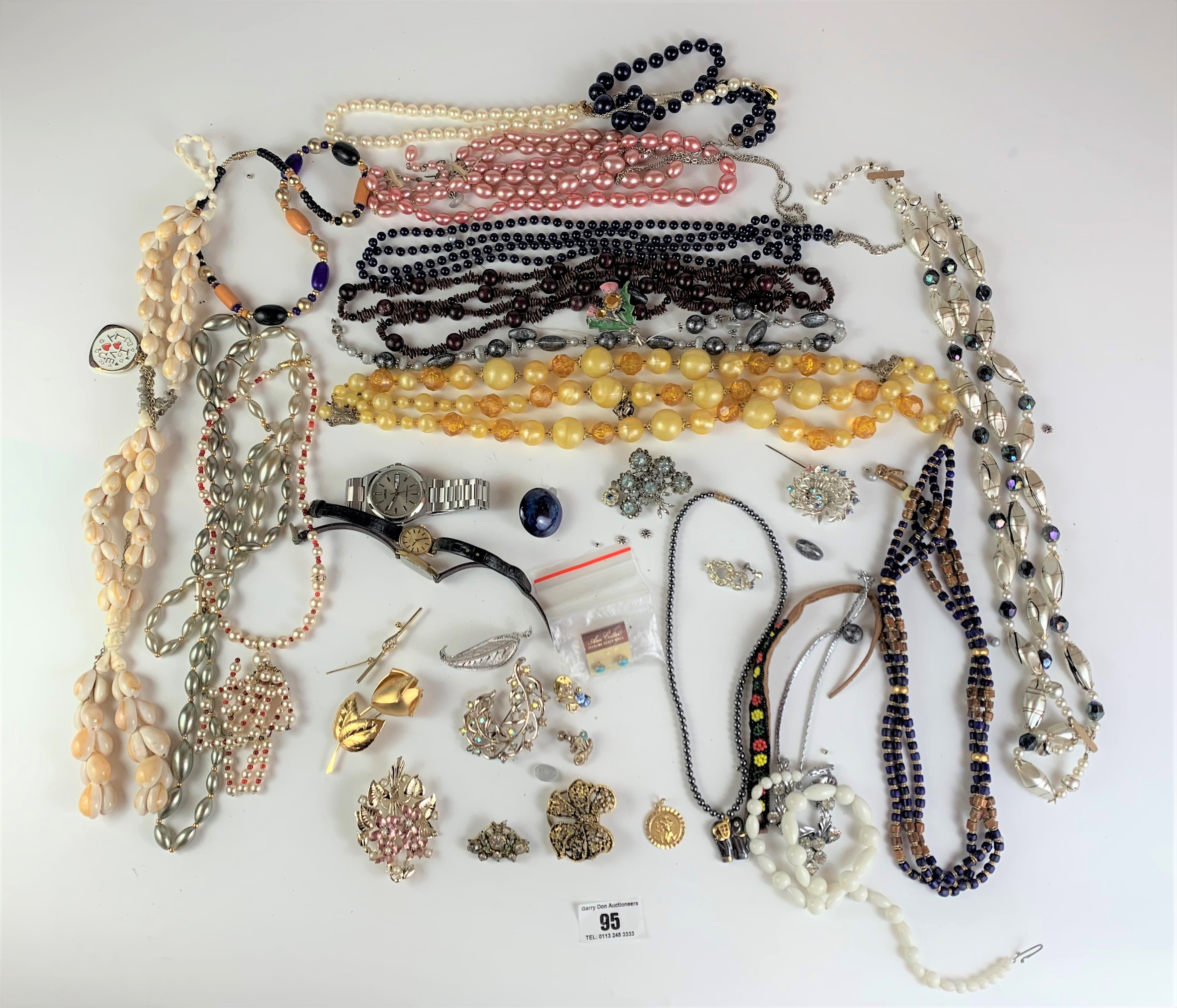 Large bag of assorted dress jewellery including necklaces, beads, earrings, brooches etc. - Image 2 of 8