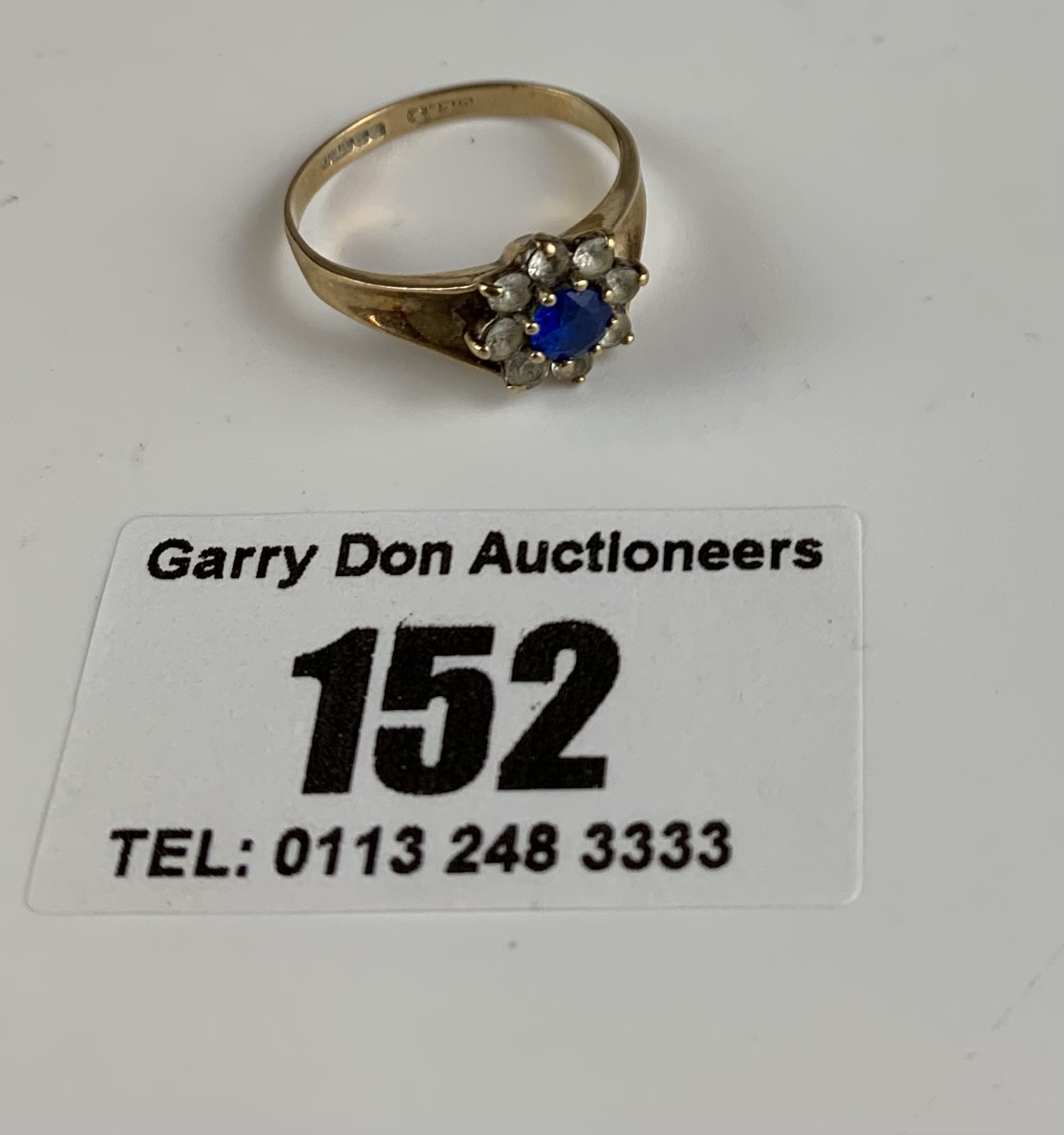 9k gold ring with blue and white stones, size K/L, w: 2 gms - Image 2 of 5