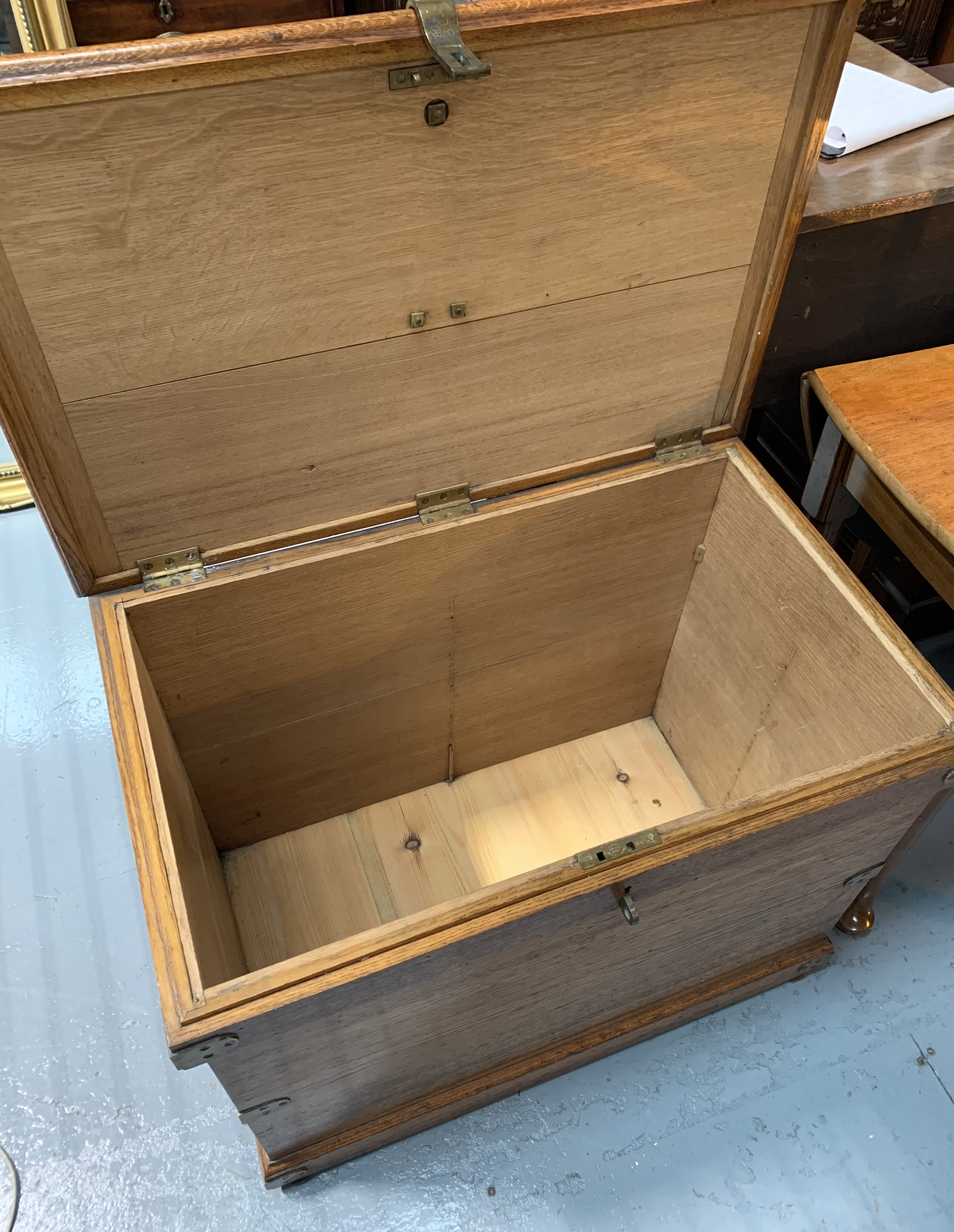 """Oak blanket box with brass hinges, lock, handles and plaque. 24"""" high, 32"""" wide, 20"""" deep - Image 4 of 5"""