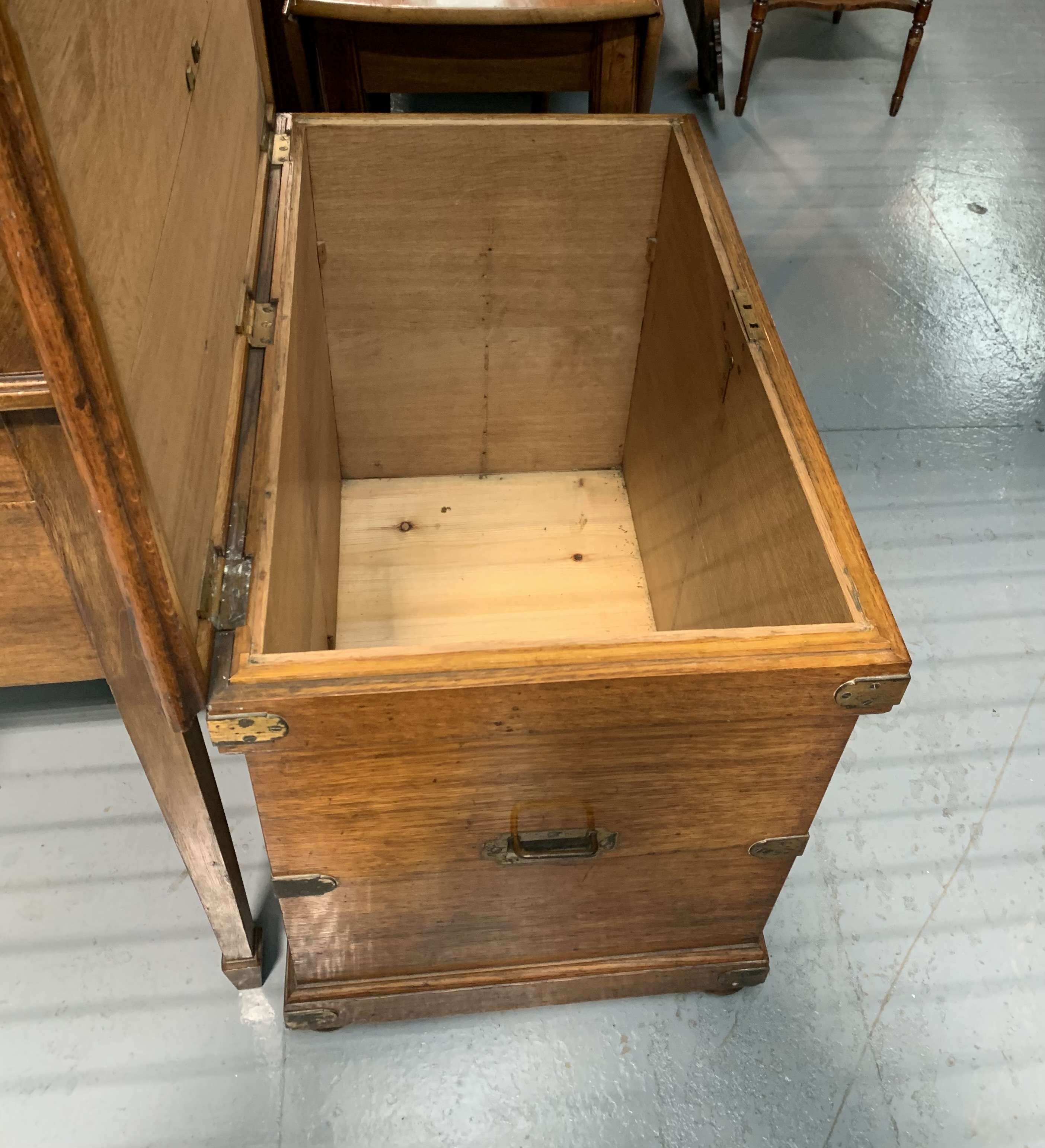 """Oak blanket box with brass hinges, lock, handles and plaque. 24"""" high, 32"""" wide, 20"""" deep - Image 5 of 5"""