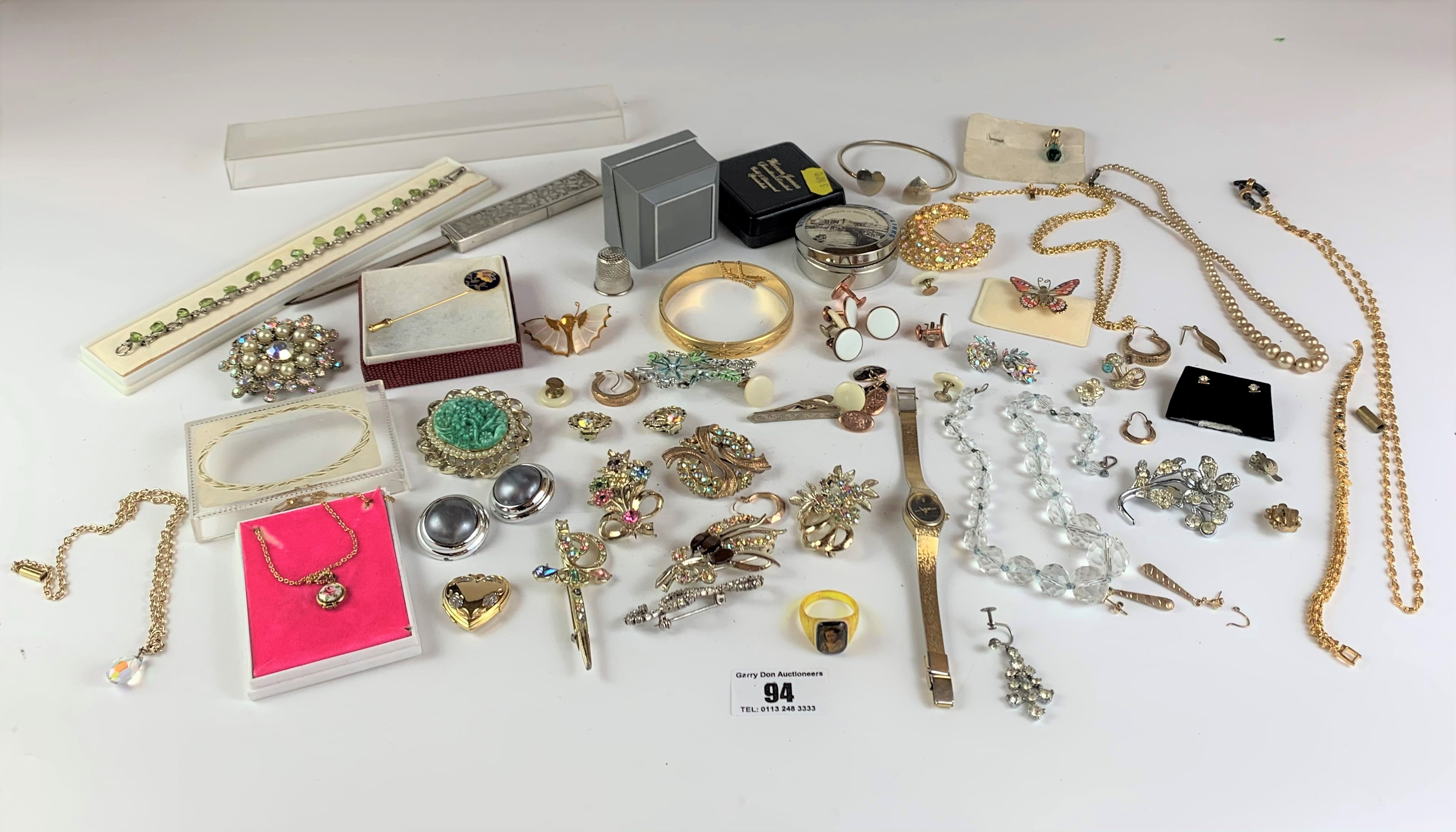 Large bag of assorted dress jewellery including necklaces, bracelets, brooches, earrings etc. - Image 2 of 11