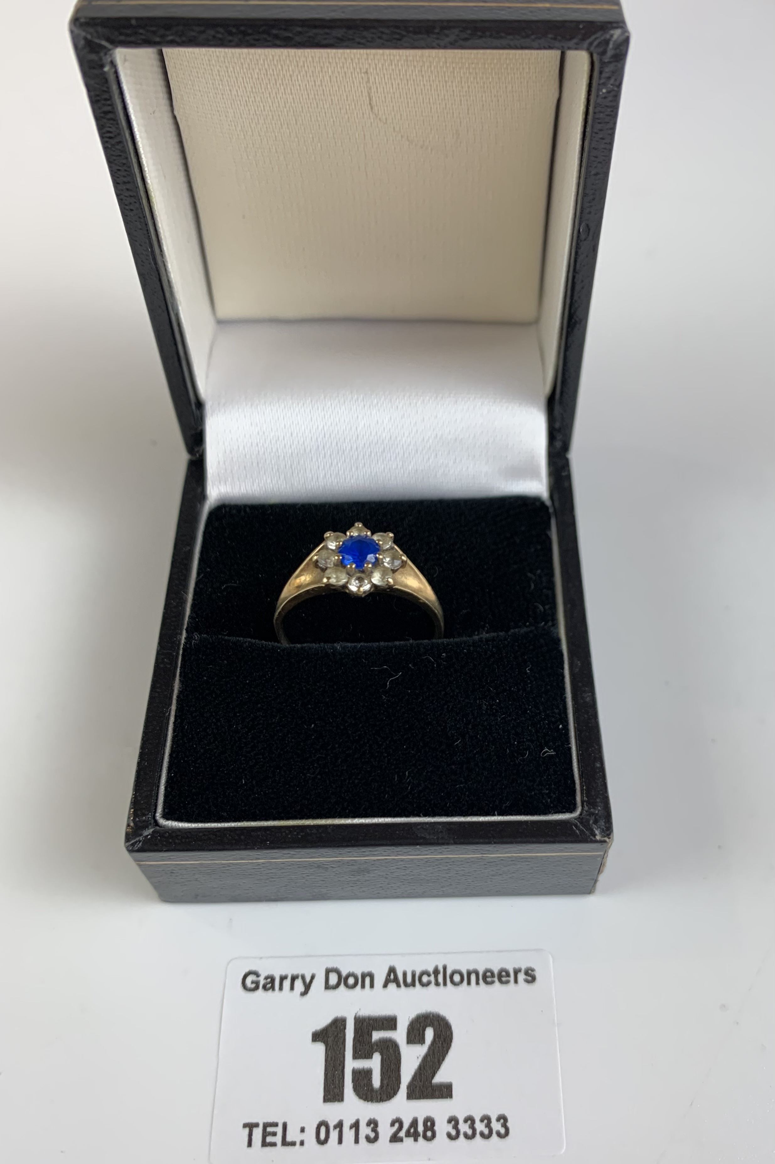 9k gold ring with blue and white stones, size K/L, w: 2 gms - Image 3 of 5