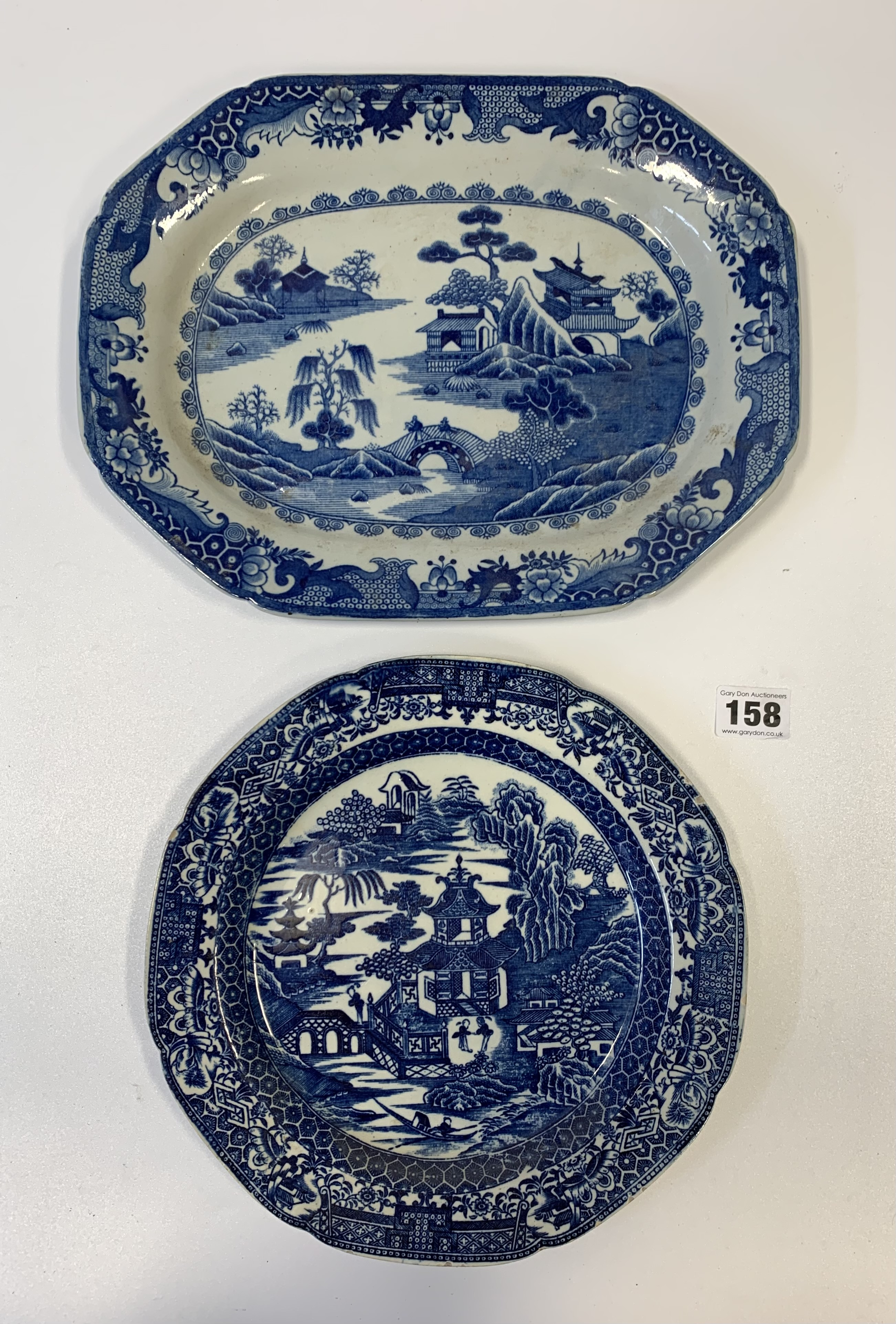 """4 blue/white plates 12"""", 9.5"""", 9"""" & 7"""" (chipped) - Image 6 of 8"""