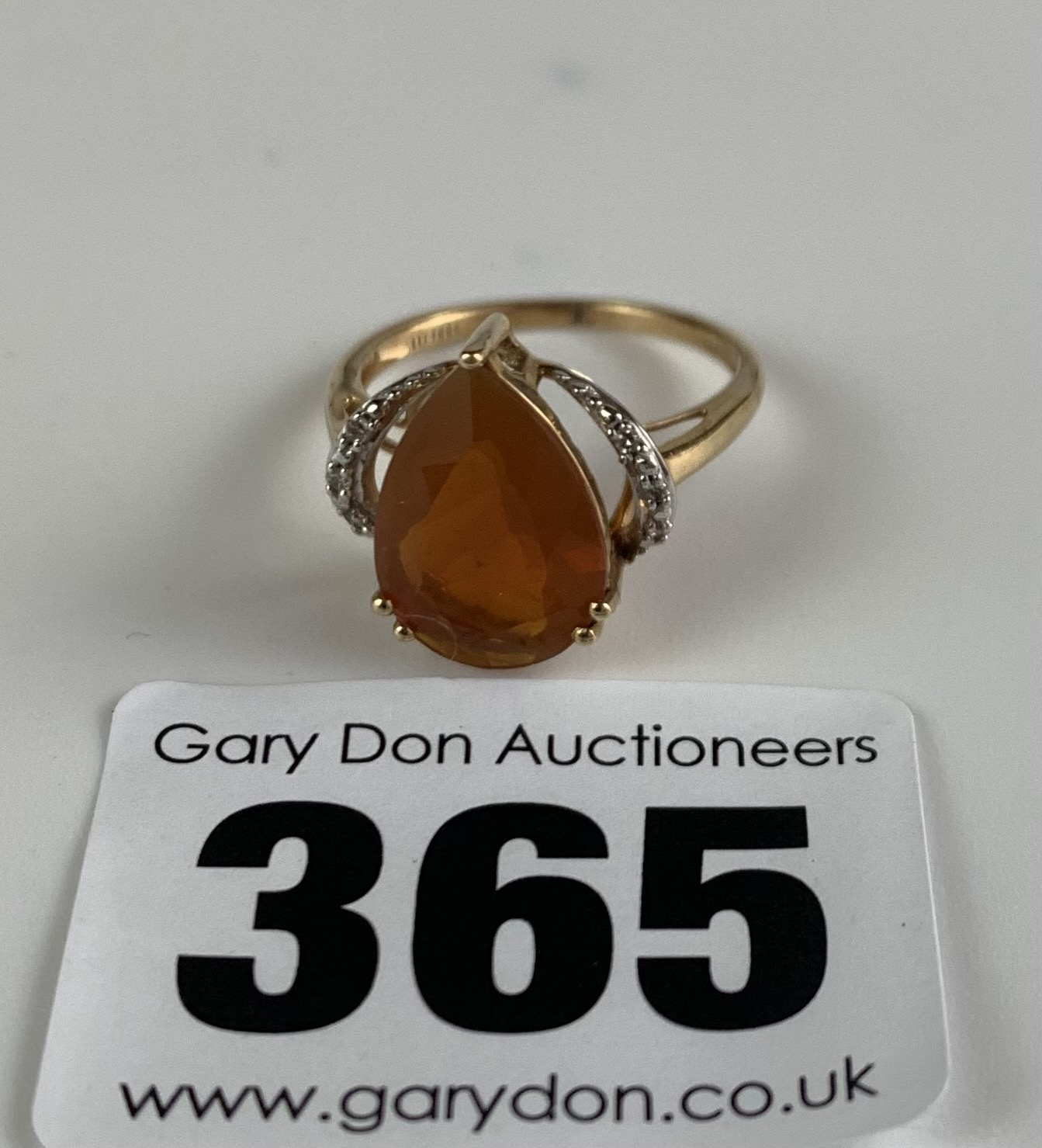 10k gold ring with heart shaped orange stone, size J/K, w: 2.1 gms - Image 4 of 6