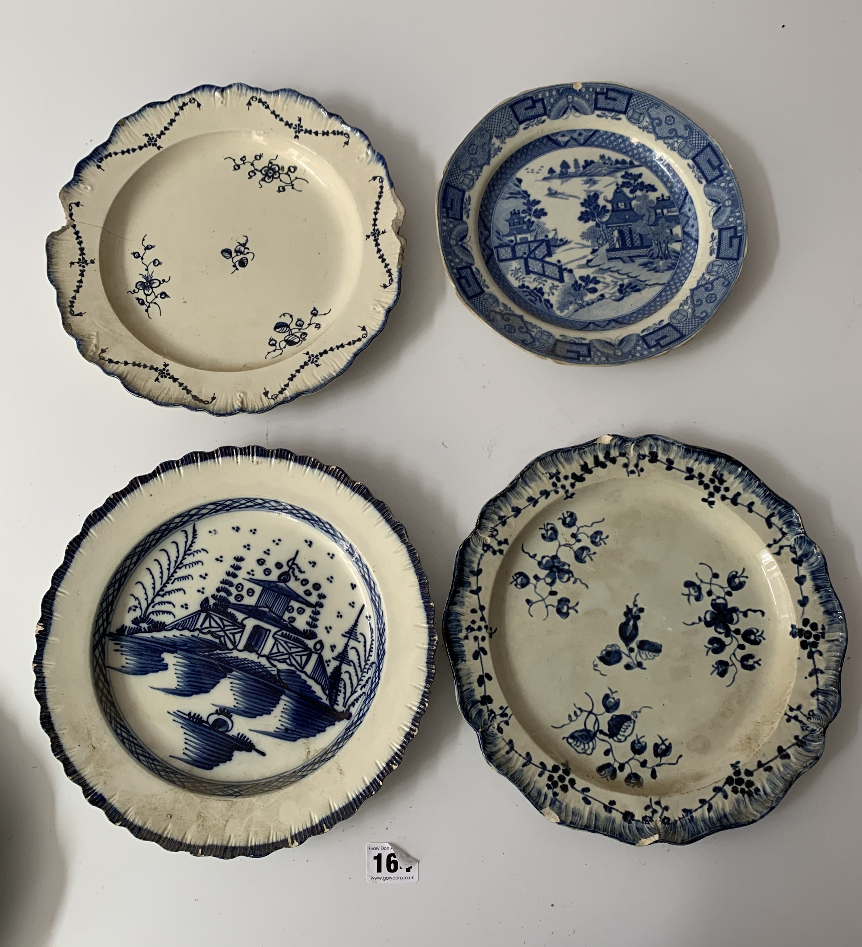 """12 assorted blue/white plates (chipped) 8"""" – 10"""" - Image 4 of 10"""