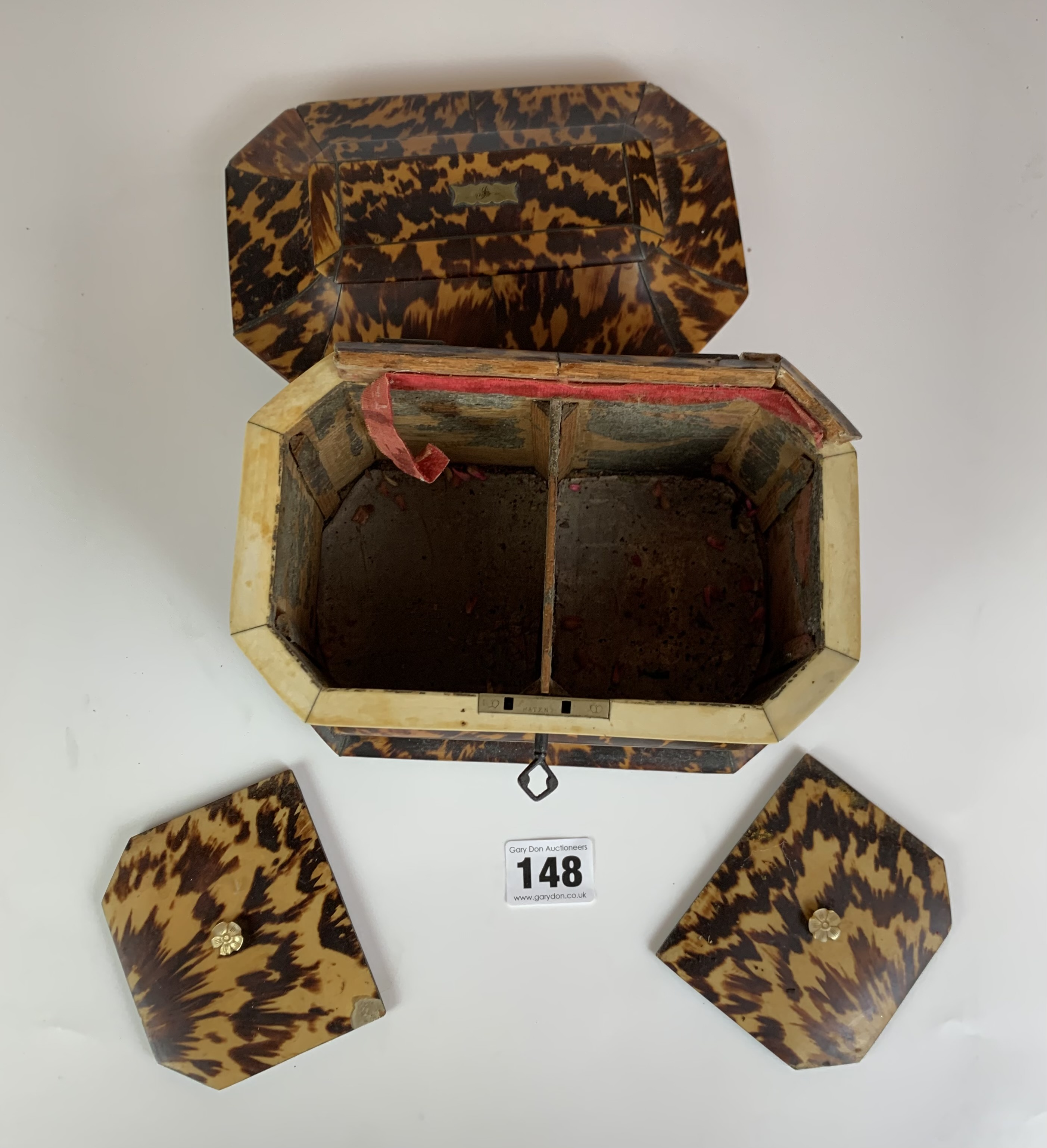 "Regency Tortoiseshell veneered tea caddy with twin compartment, c. 1820. Lid damaged. 7.5"" long x 5"" - Image 5 of 5"