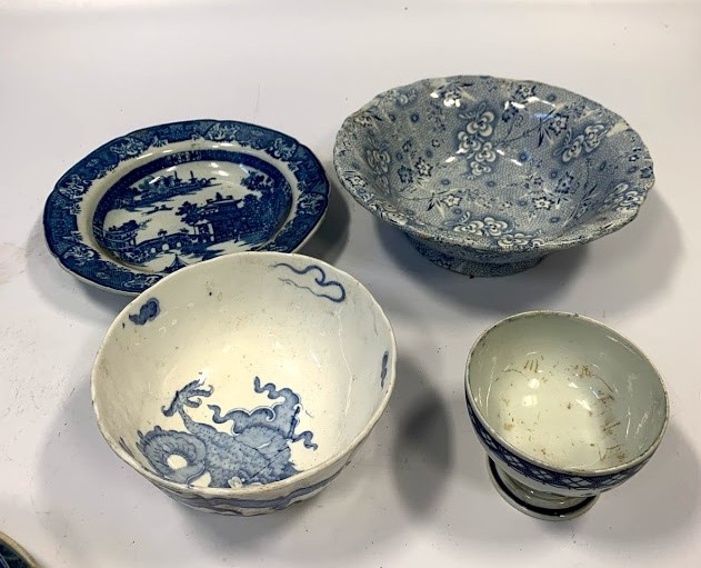 13 assorted blue/white plates and dishes - Image 5 of 6