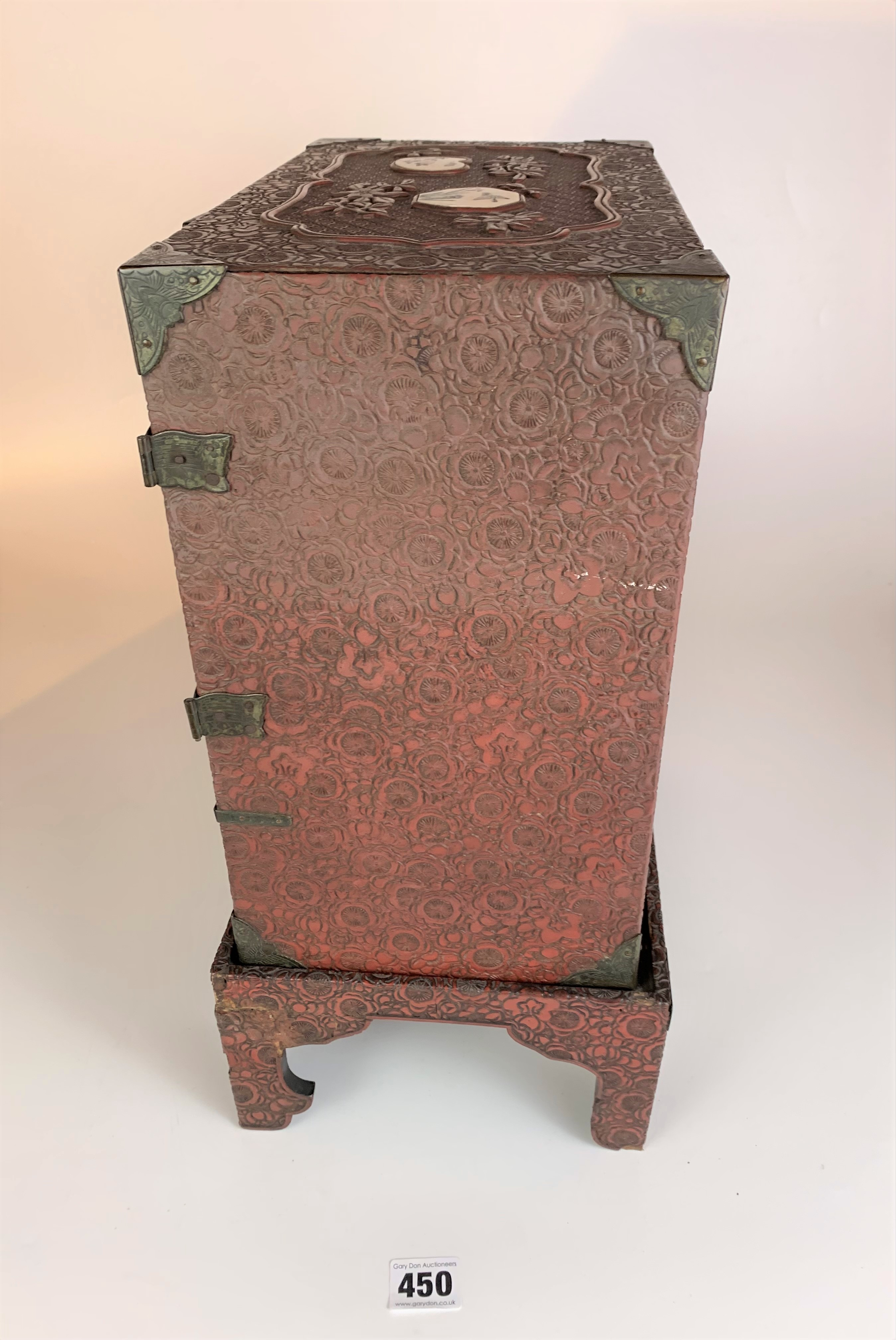 Small Japanese carved red cinnabar lacquer table cabinet with 8 Satsuma plaques on a matching stand. - Image 9 of 11