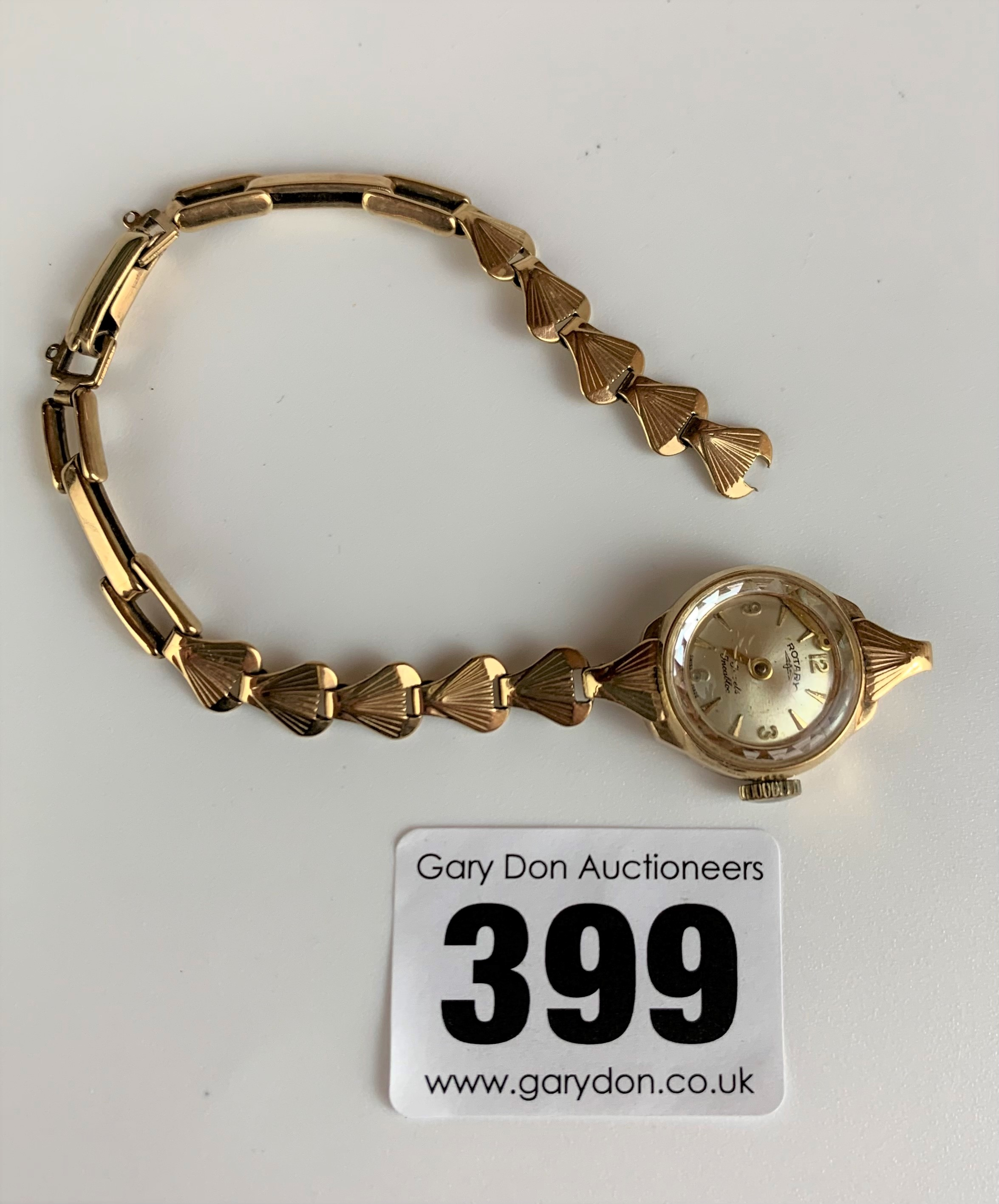 9k gold ladies Rotary watch with 9k gold bracelet (broken), total w: 12.6 gms. Minute hand detached