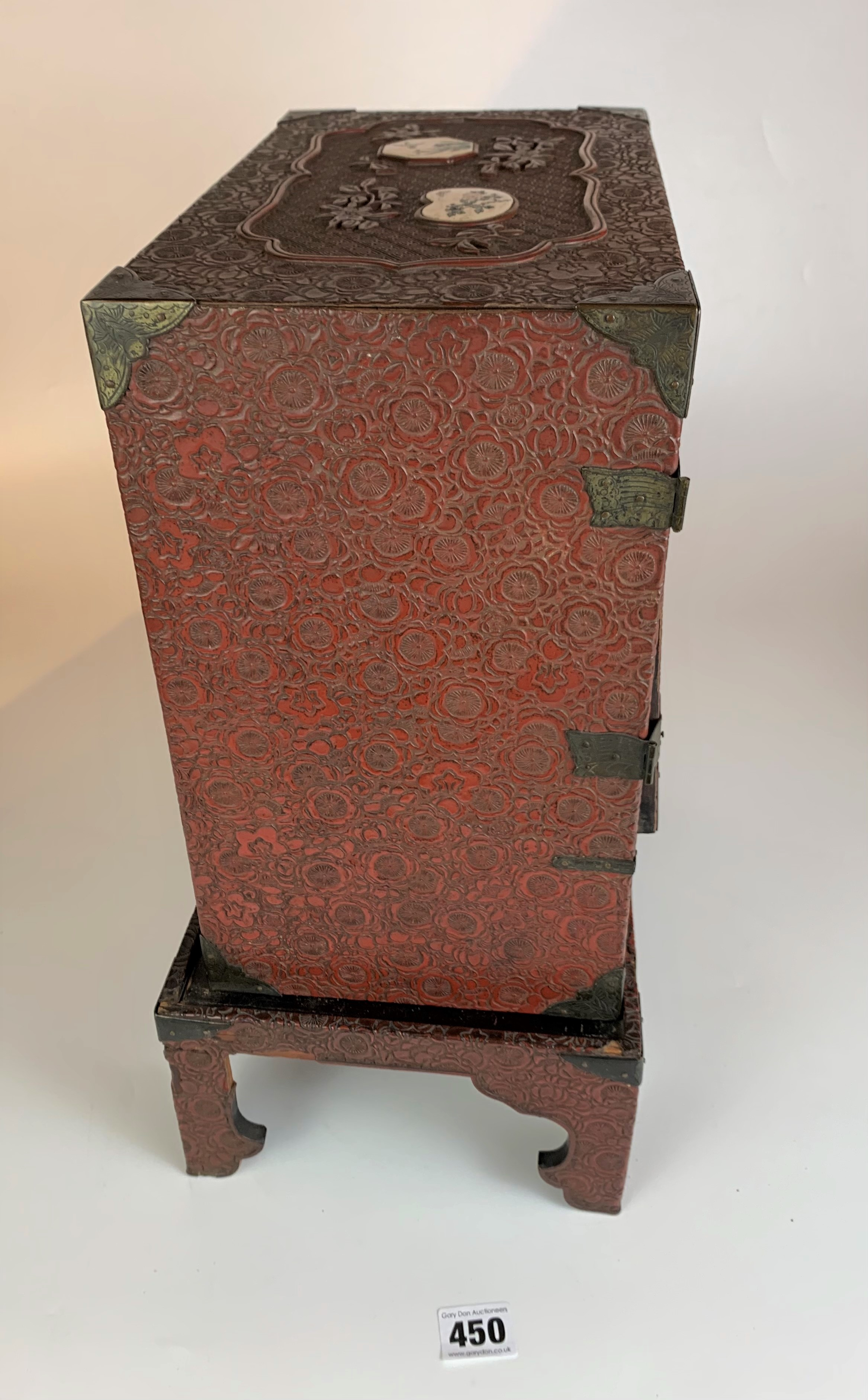 Small Japanese carved red cinnabar lacquer table cabinet with 8 Satsuma plaques on a matching stand. - Image 7 of 11