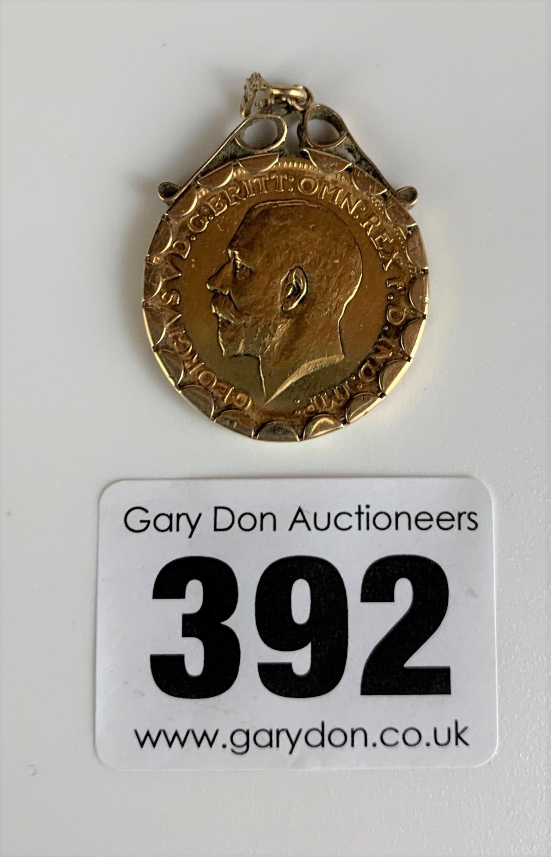 Full sovereign 1914 in 9k gold holder, total w: 9.1 gms