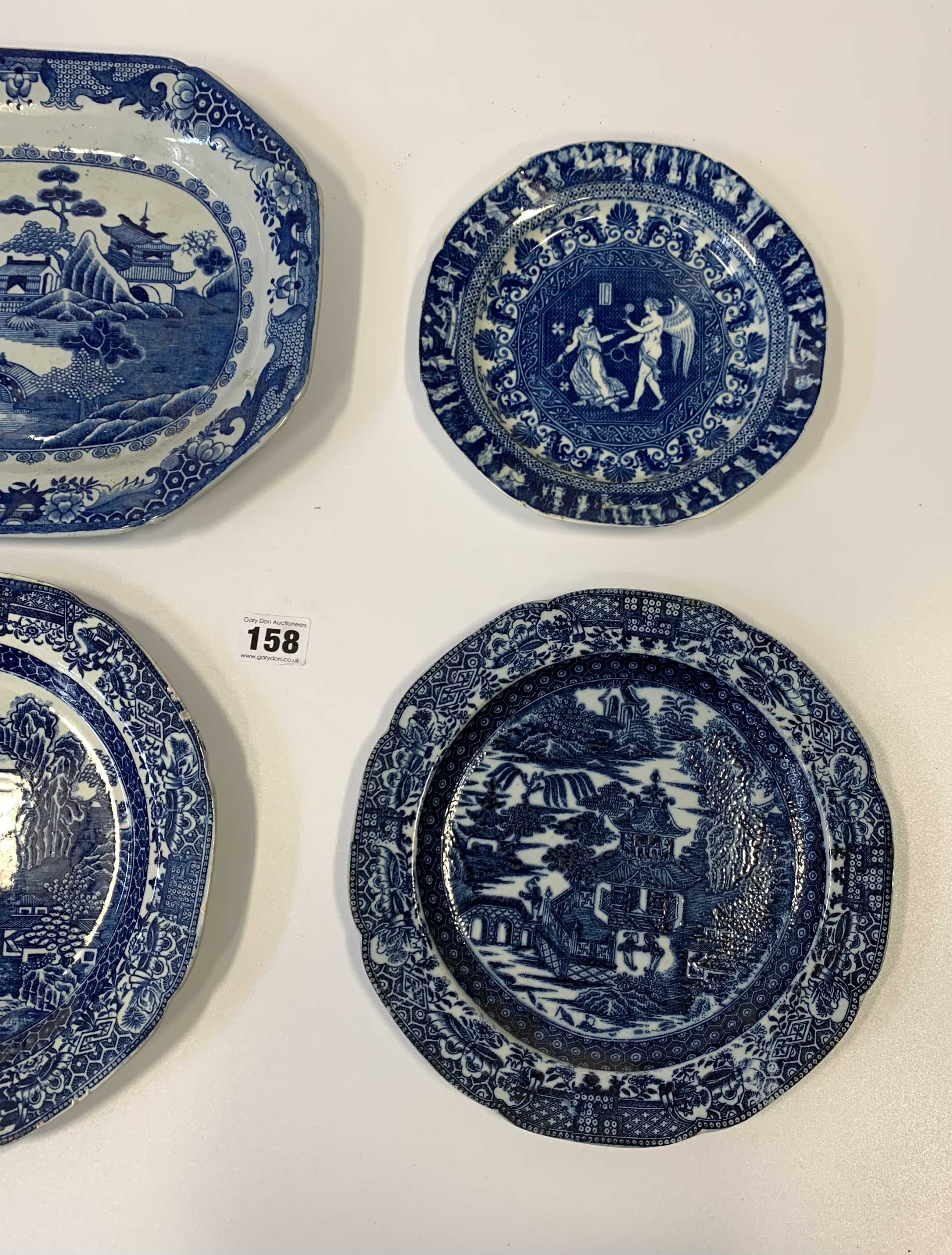 """4 blue/white plates 12"""", 9.5"""", 9"""" & 7"""" (chipped) - Image 3 of 8"""